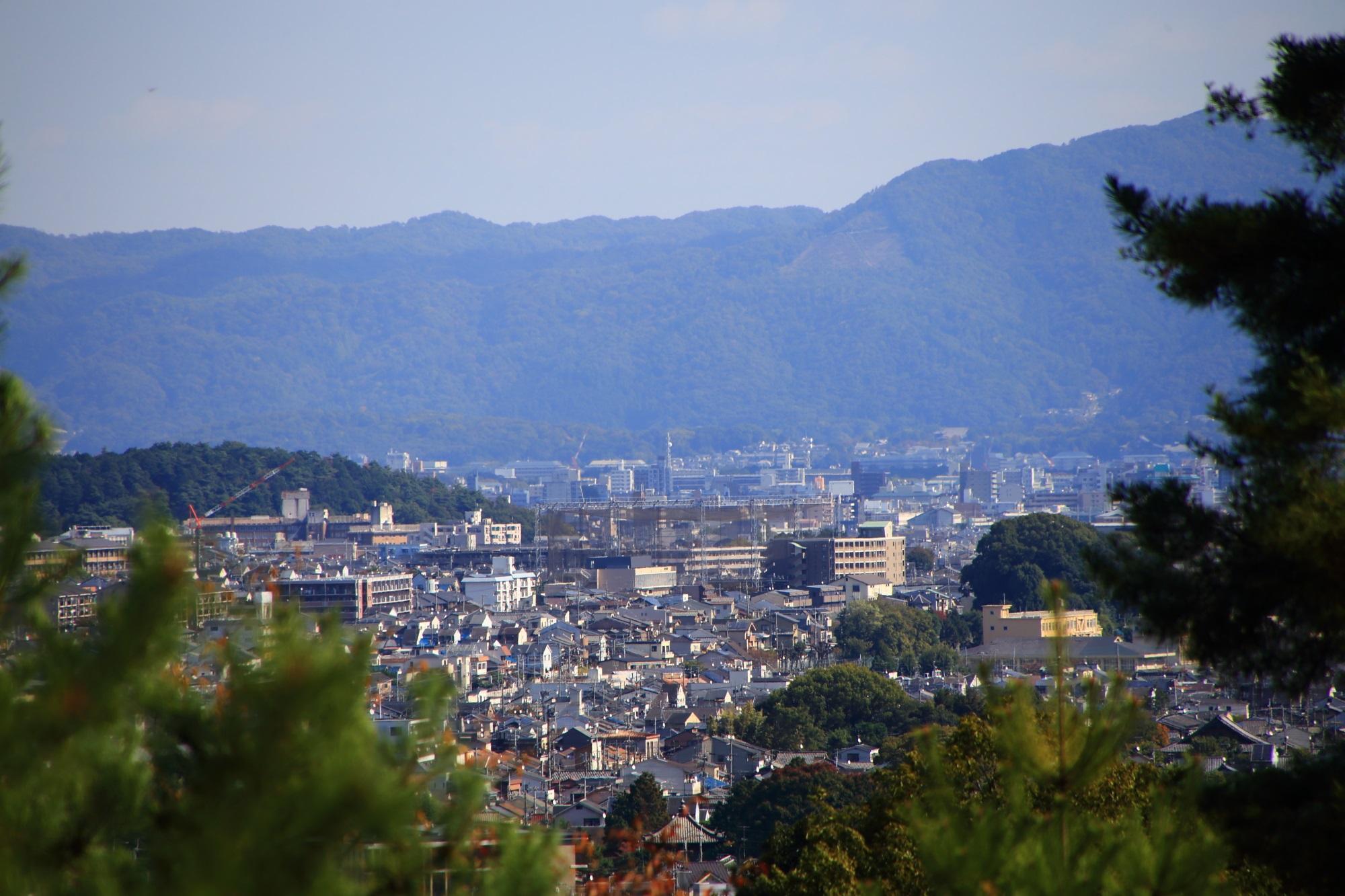 嵐山公園 亀山地区の展望台から眺める大文字山と京都市街