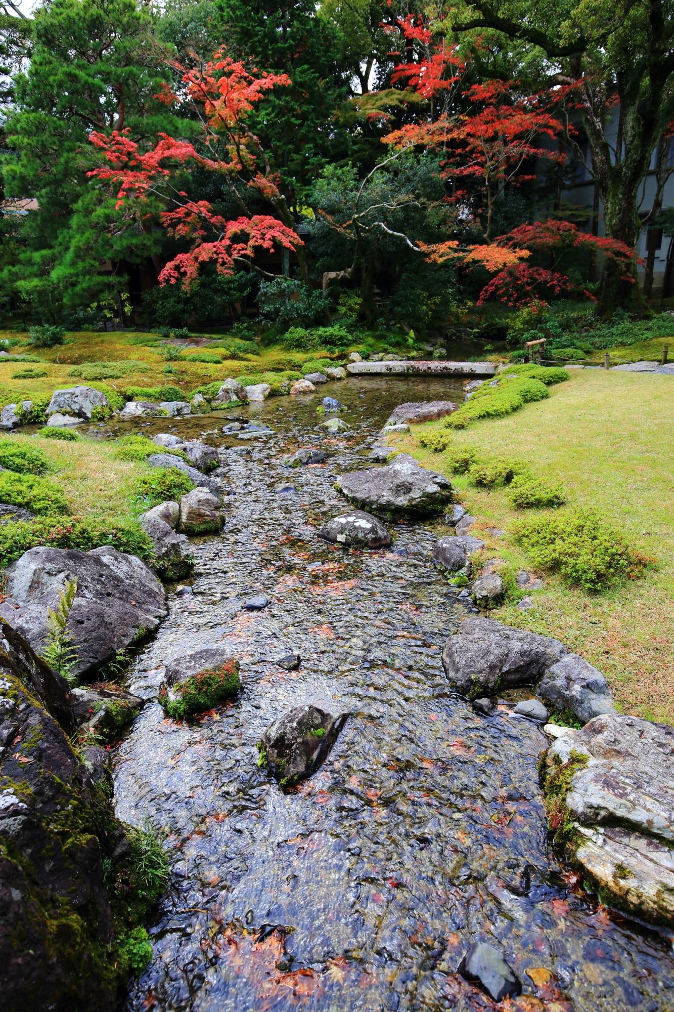 琵琶湖疏水を取り入れた小川が綺麗な無鄰菴