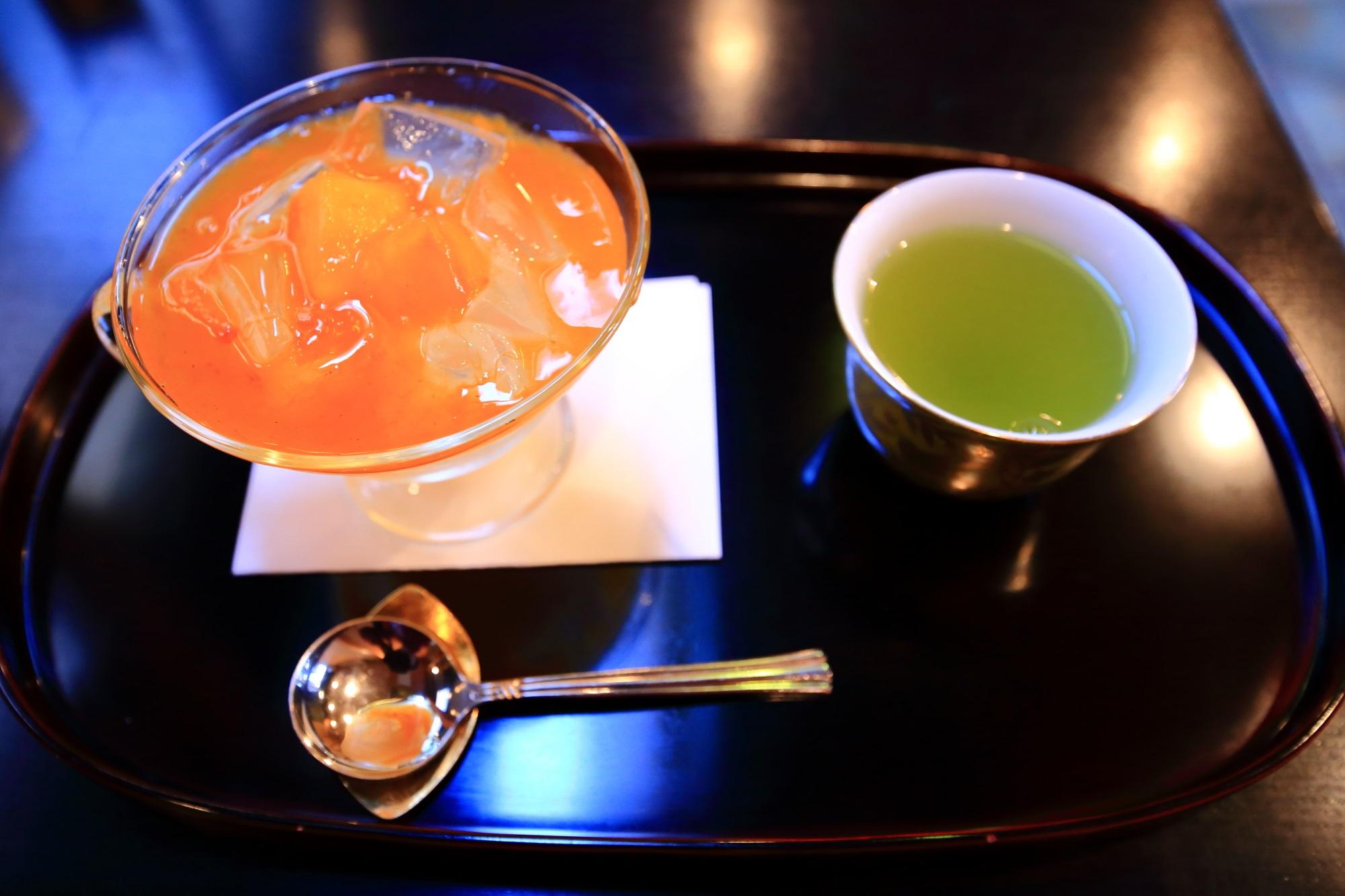甘味処の大極殿 栖園(せいえん)の11月の柿味の琥珀流し(税込660円)