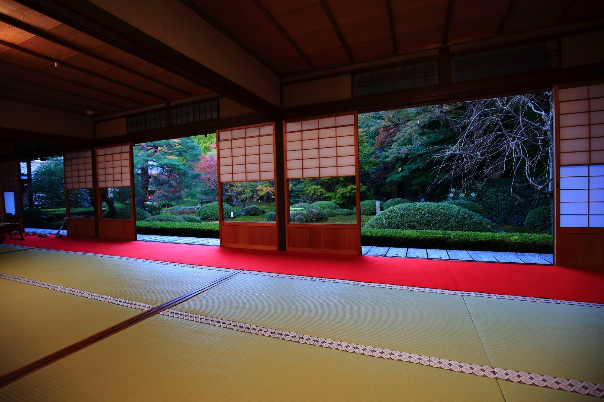 泉涌寺別院の雲龍院の茶室から眺めた庭園