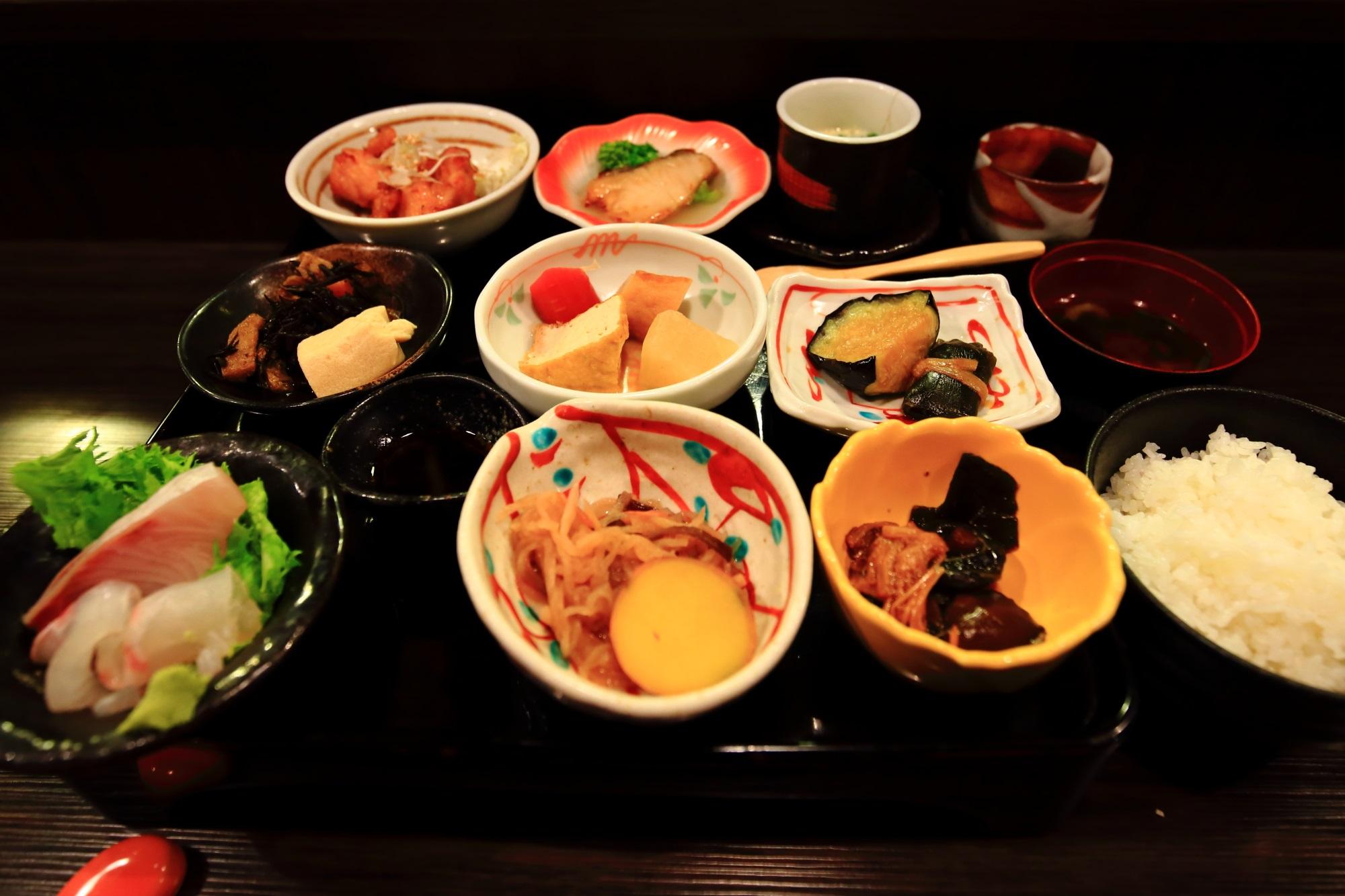 御幸町の美味しいお米と京野菜のおばんざいのおくどはん