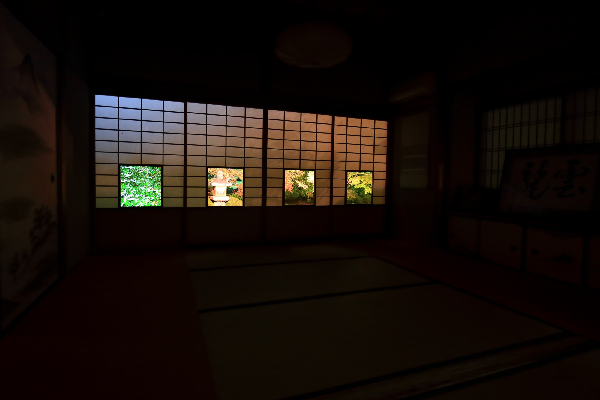 御寺泉涌寺別院の雲龍院の蓮華の間の紅葉ライトアップ