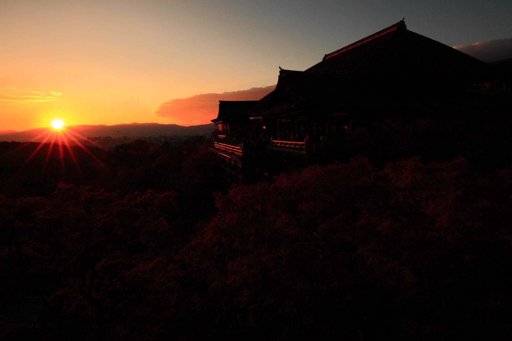 清水寺の美しすぎる本堂と夕陽
