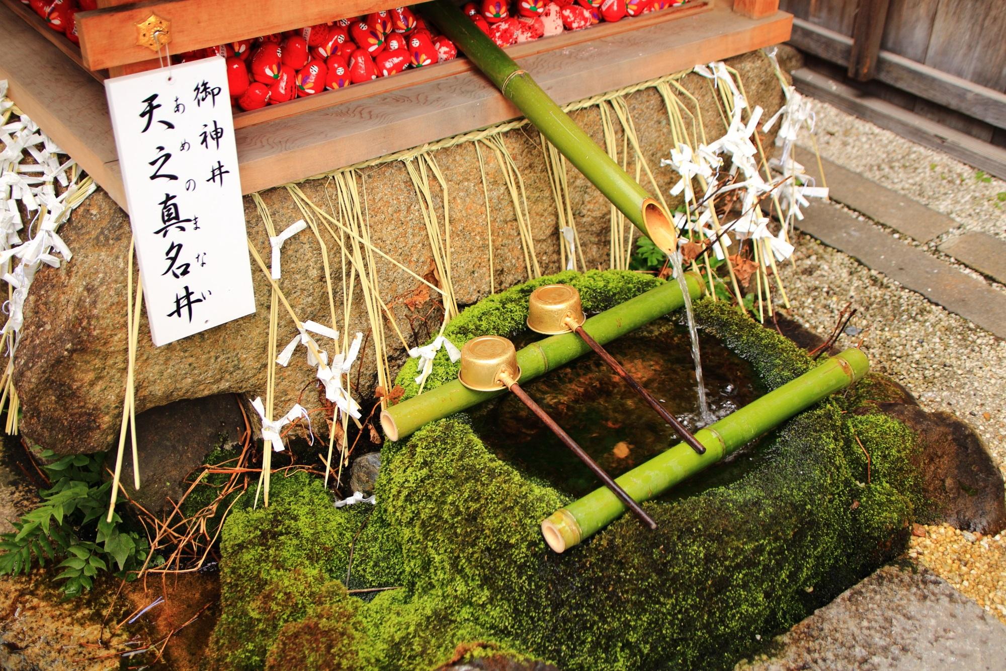 市比賣神社の見事な苔のつくばい