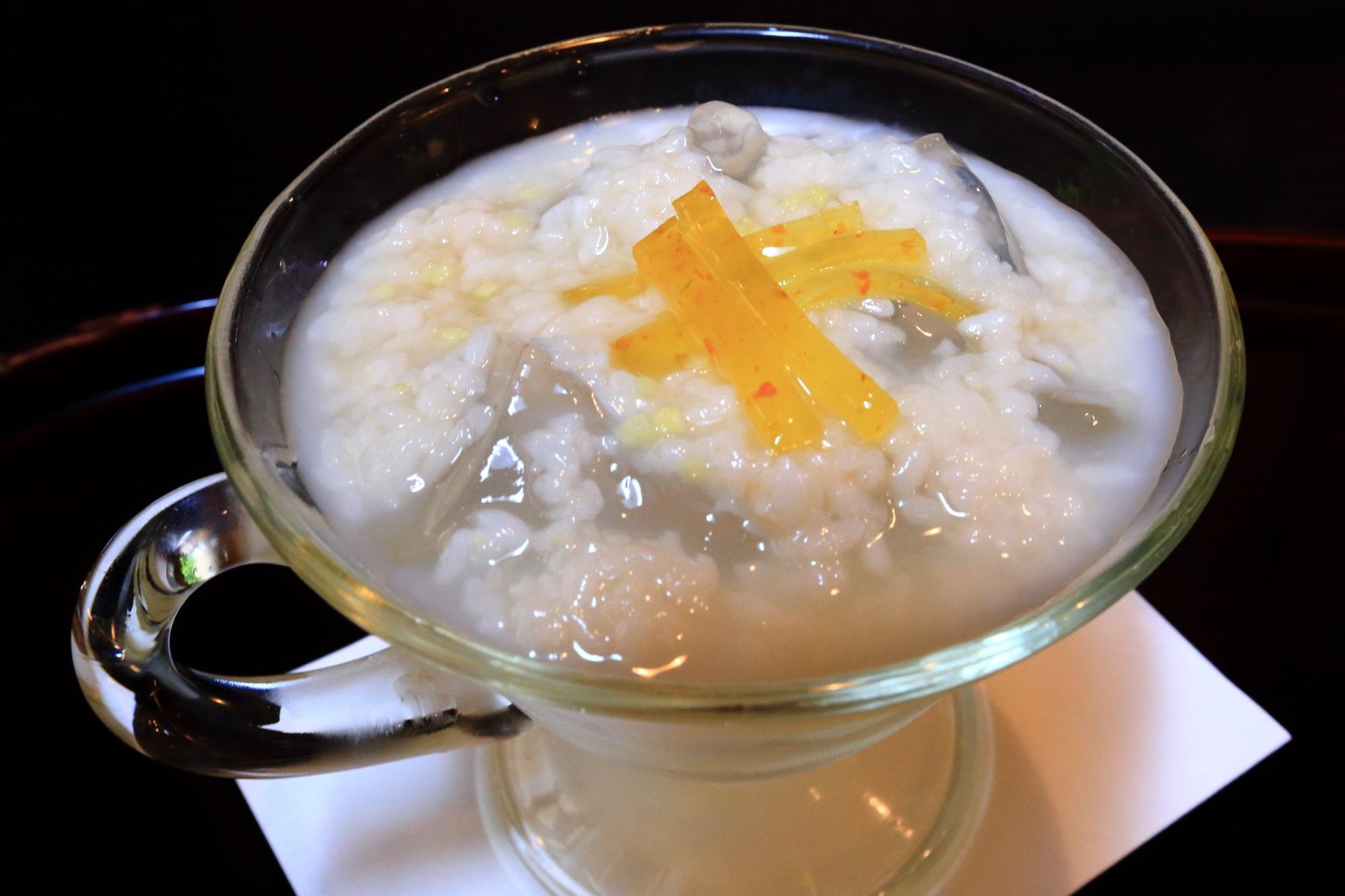 生姜のきいた和風な味付けの甘酒の琥珀流し
