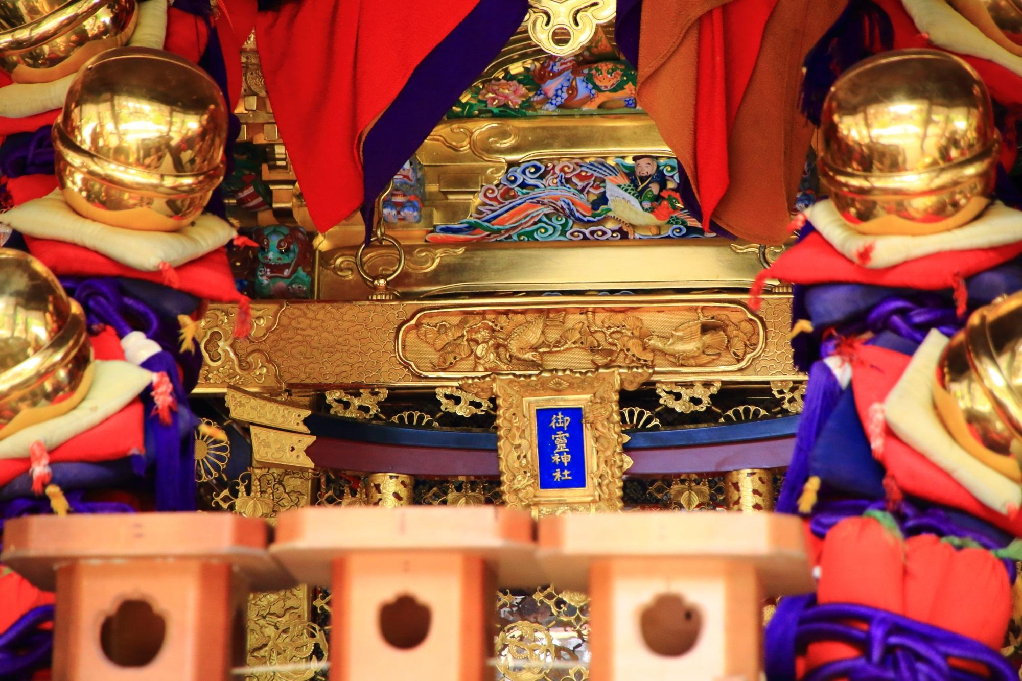 上御霊神社のお神輿の煌びやかで豪華な装飾