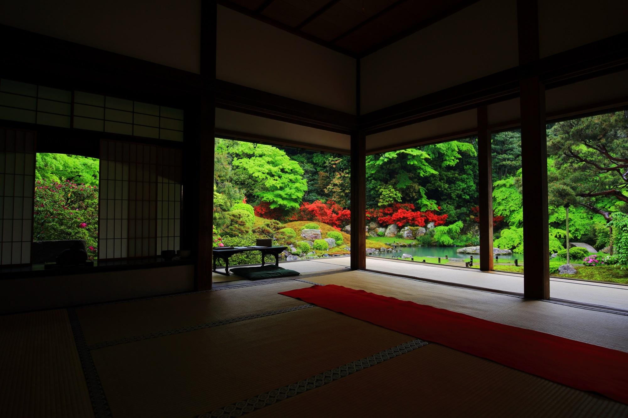 華頂殿の奥からの眺めた春の彩りの相阿弥の庭