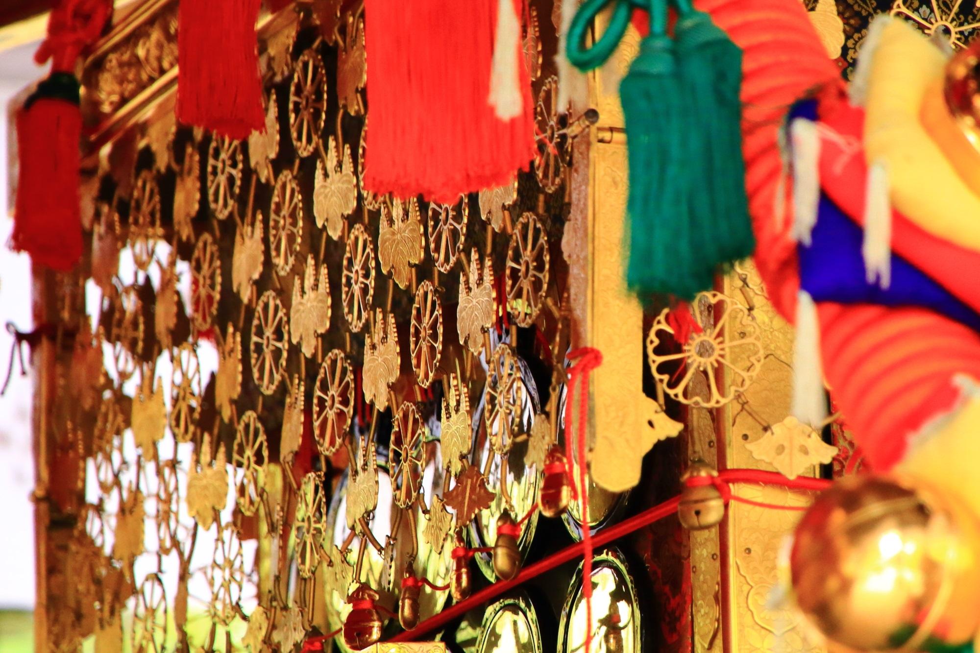 上御霊神社の御霊祭のお神輿の文様の華やかな飾り