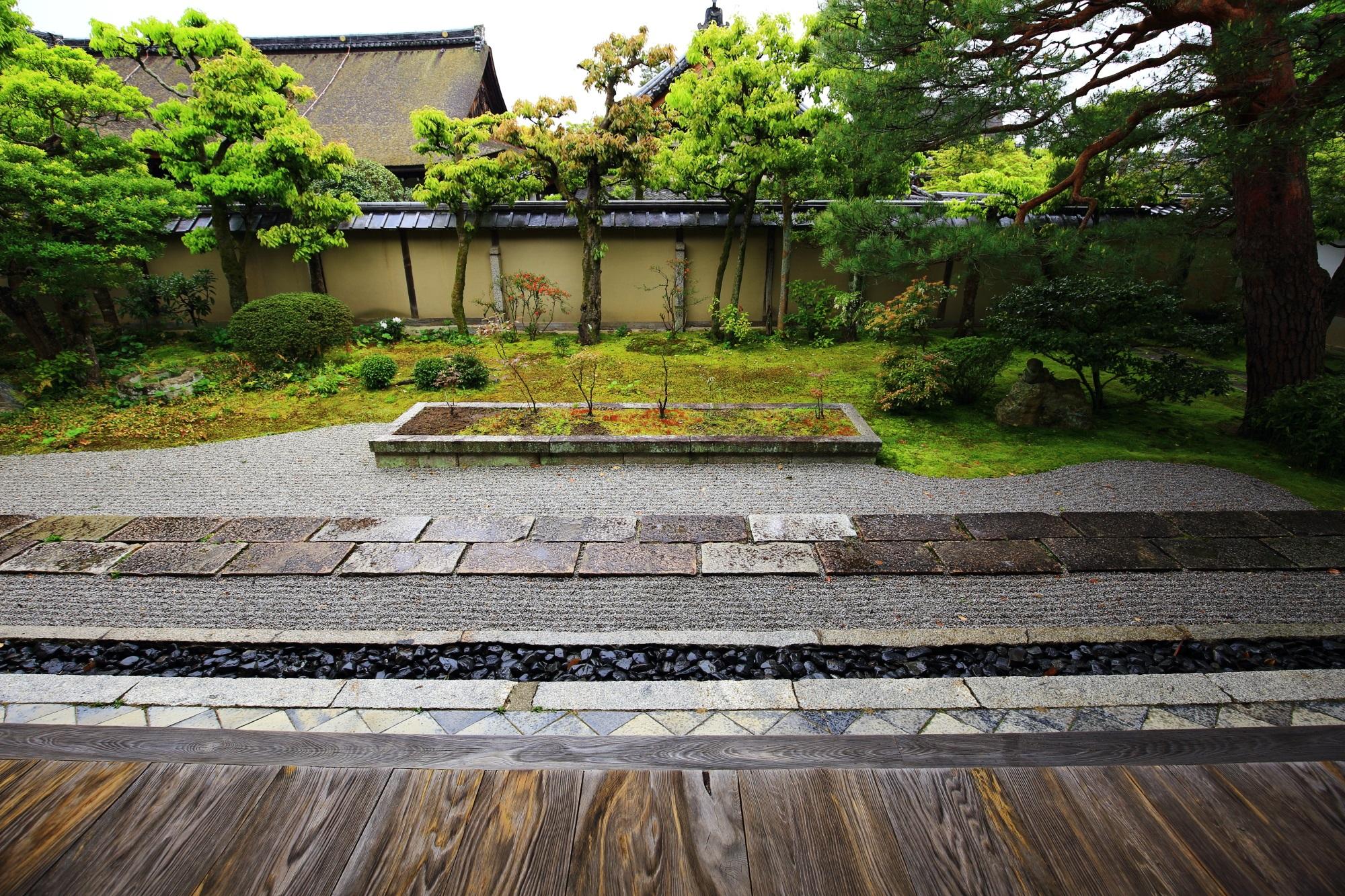 大心院の風情ある見事な枯山水庭園である本堂前庭園