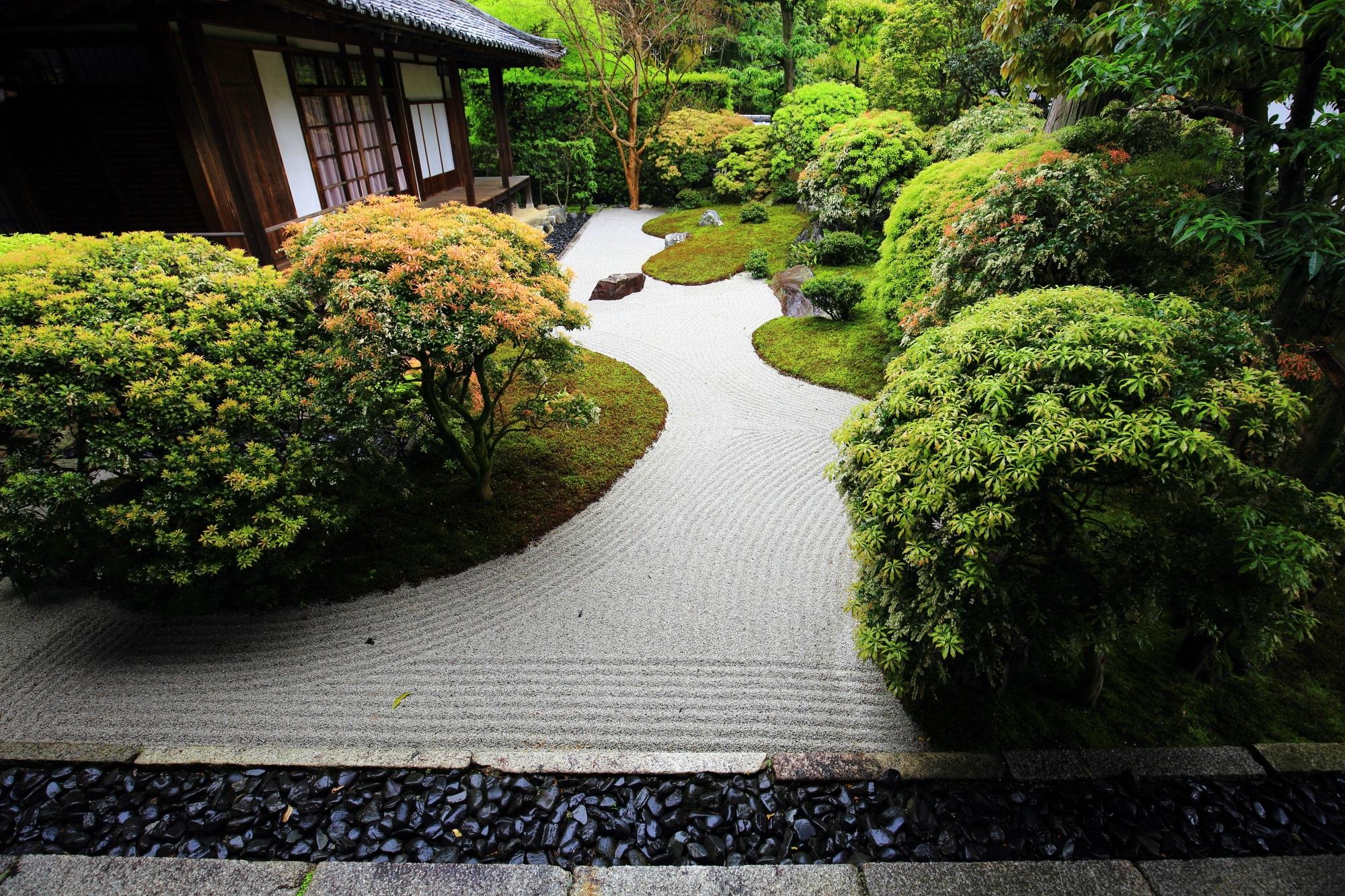 昭和を代表する作庭家「中根金作」によって作られた大心院の阿吽庭