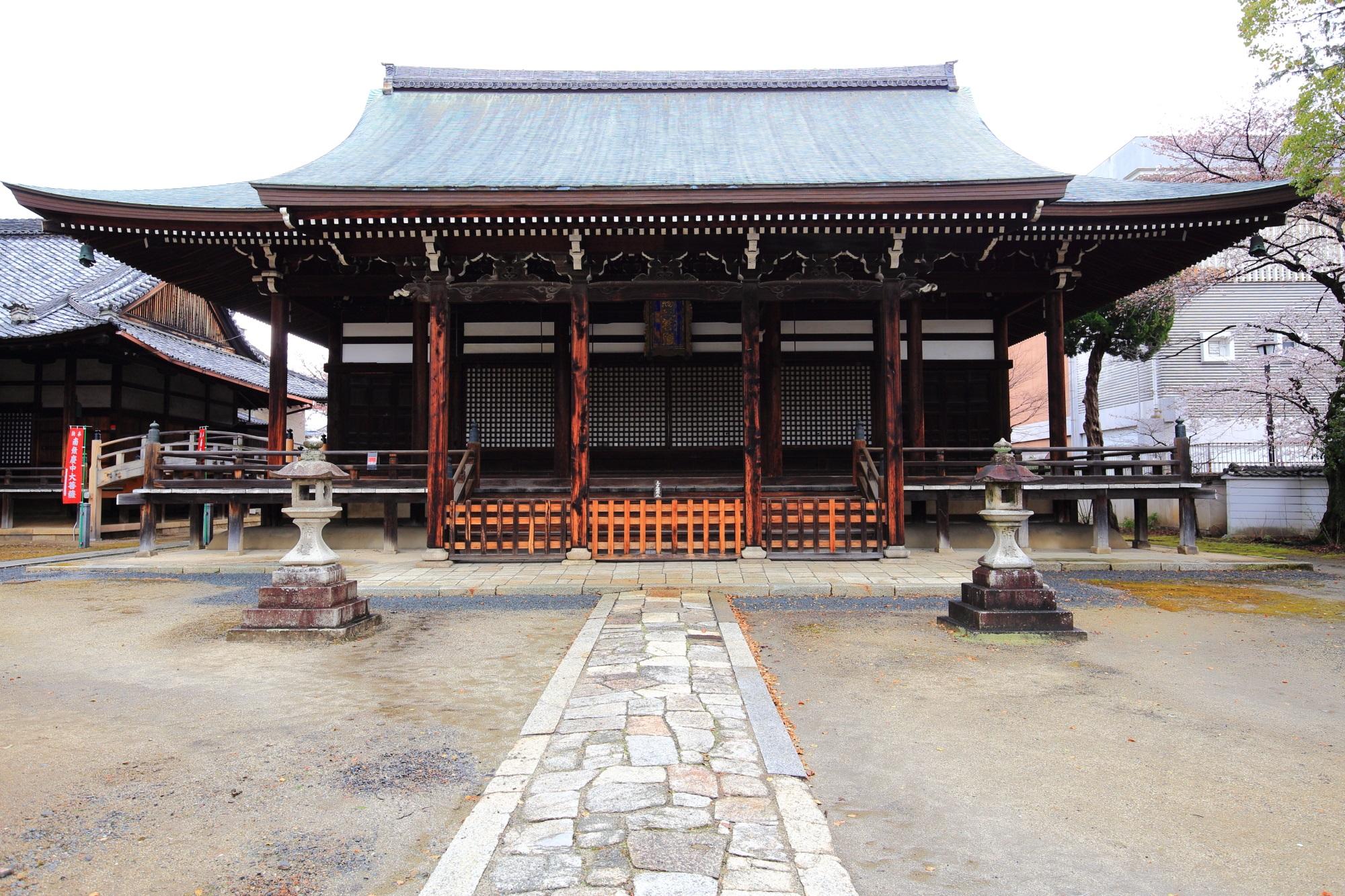 妙顕寺の三菩薩堂