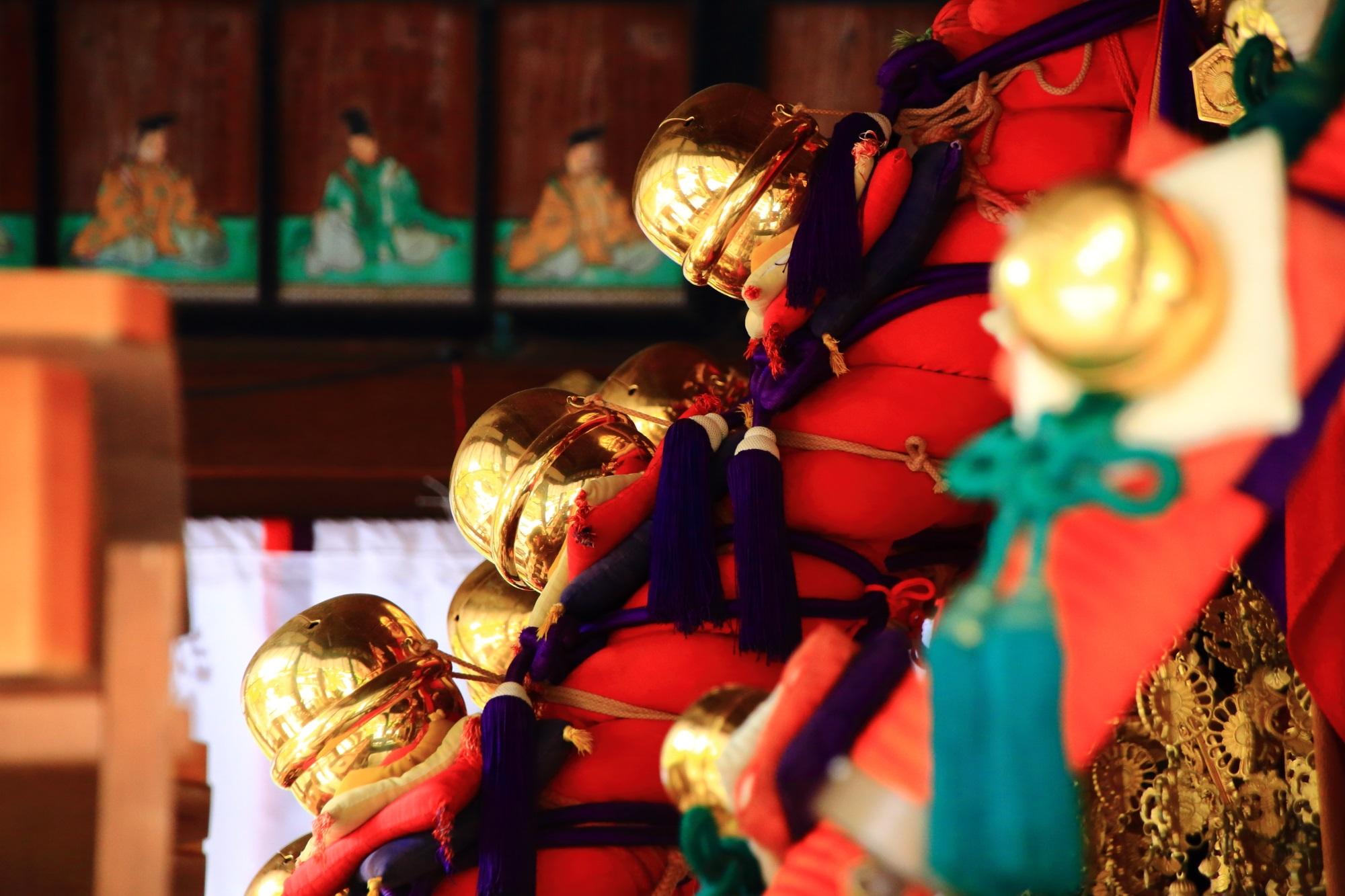 上御霊神社のお神輿のピカピカの鈴