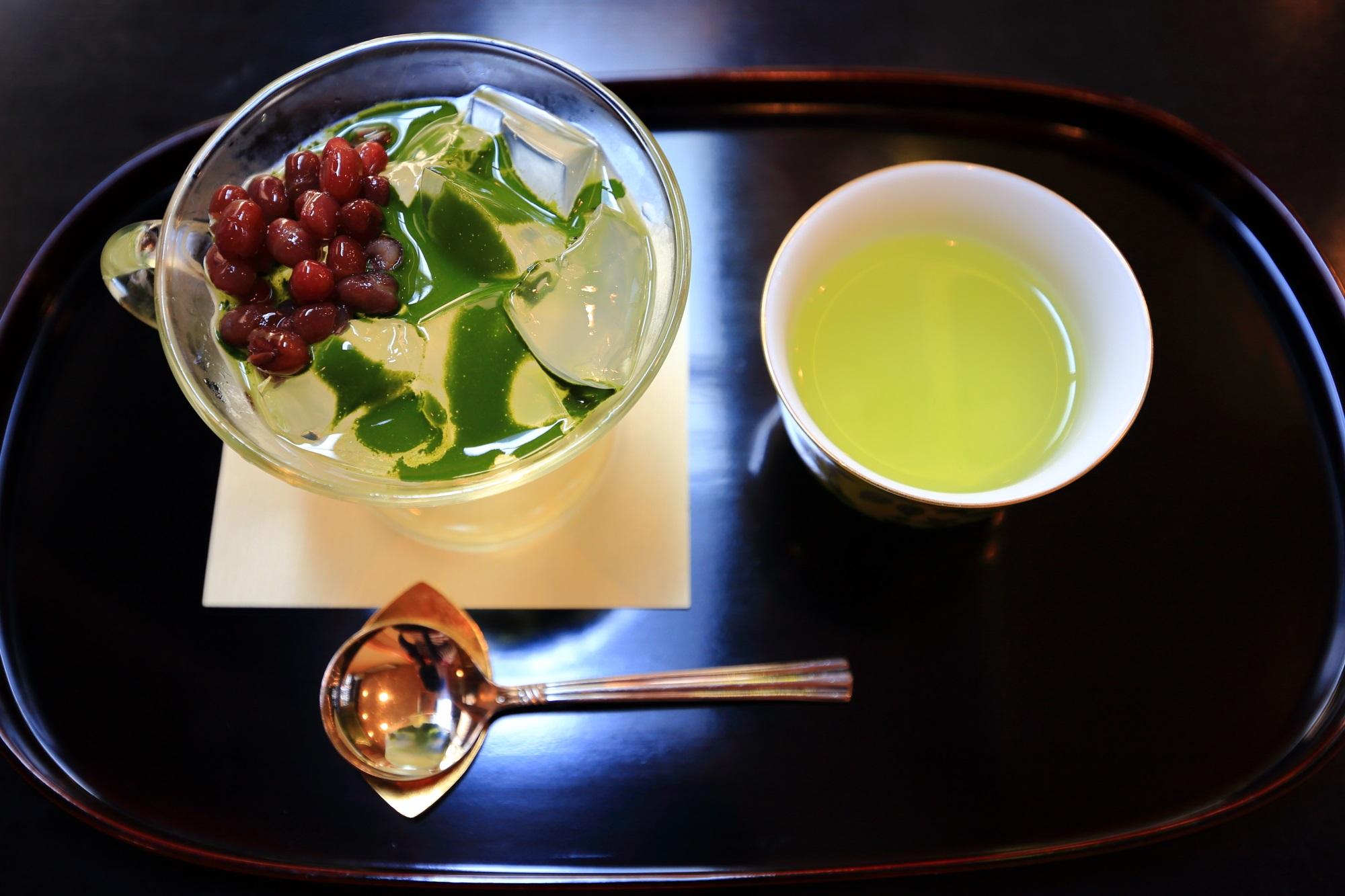 5月の抹茶と小豆の琥珀流し(税込660円)