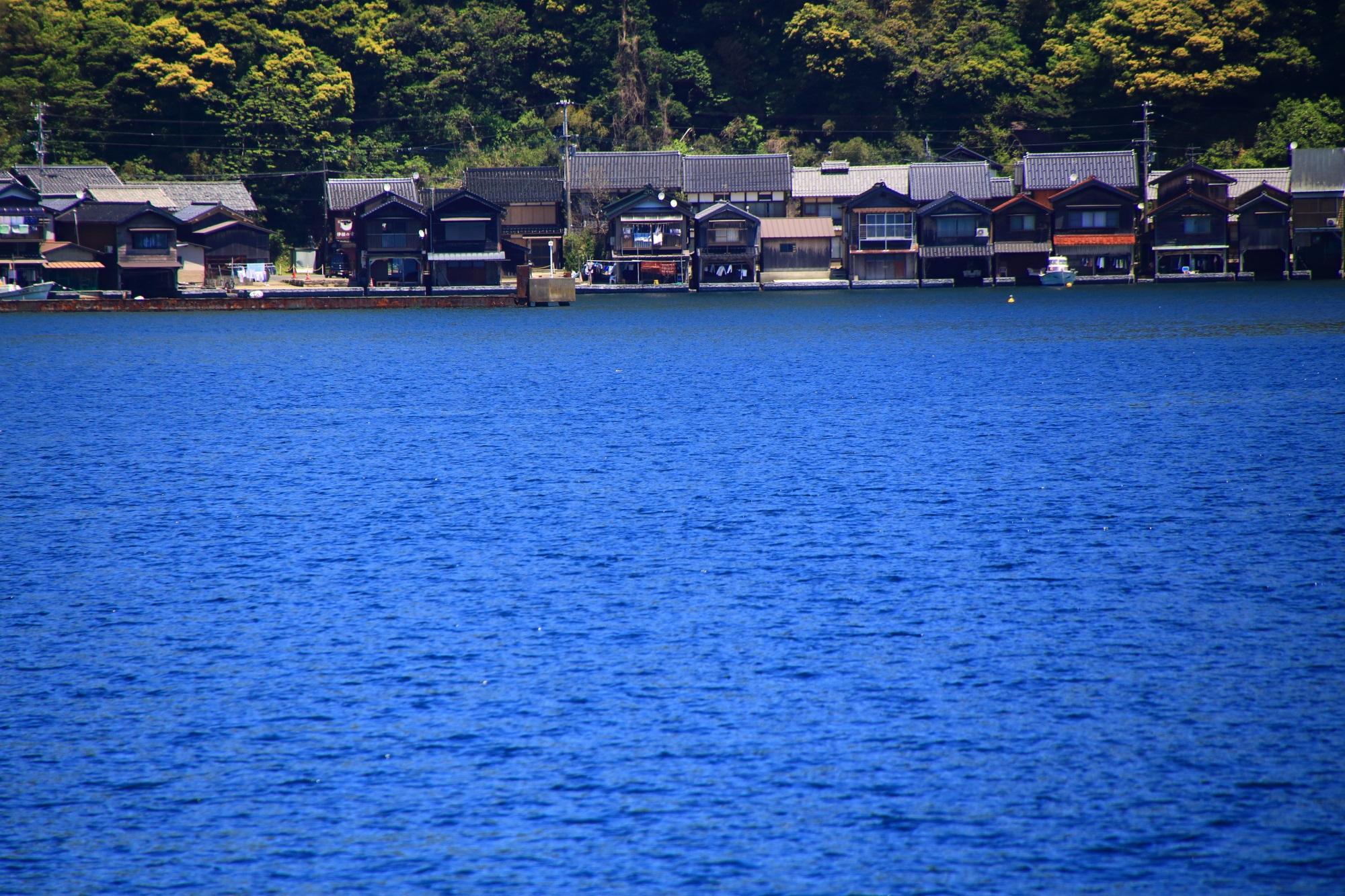 まさに海の家や海の街といえる伊根の舟屋