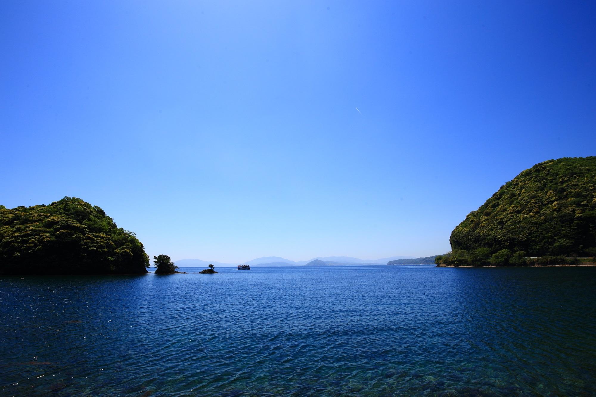 日常の細かいことがどうでもよくなる美しい伊根湾