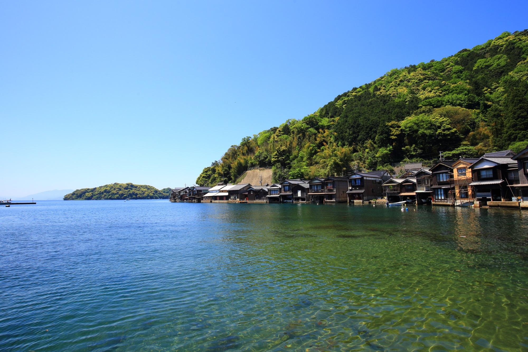伊根町日出の遊覧船乗り場周辺の舟屋がいっぱいの舟屋群