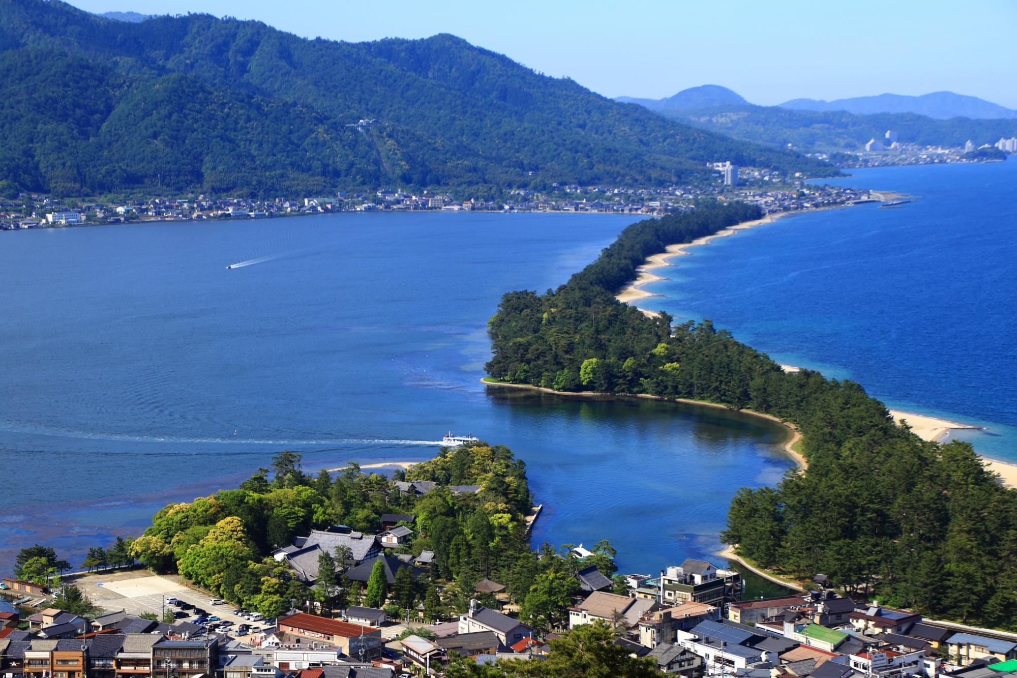 穏やかな阿蘇海と天橋立