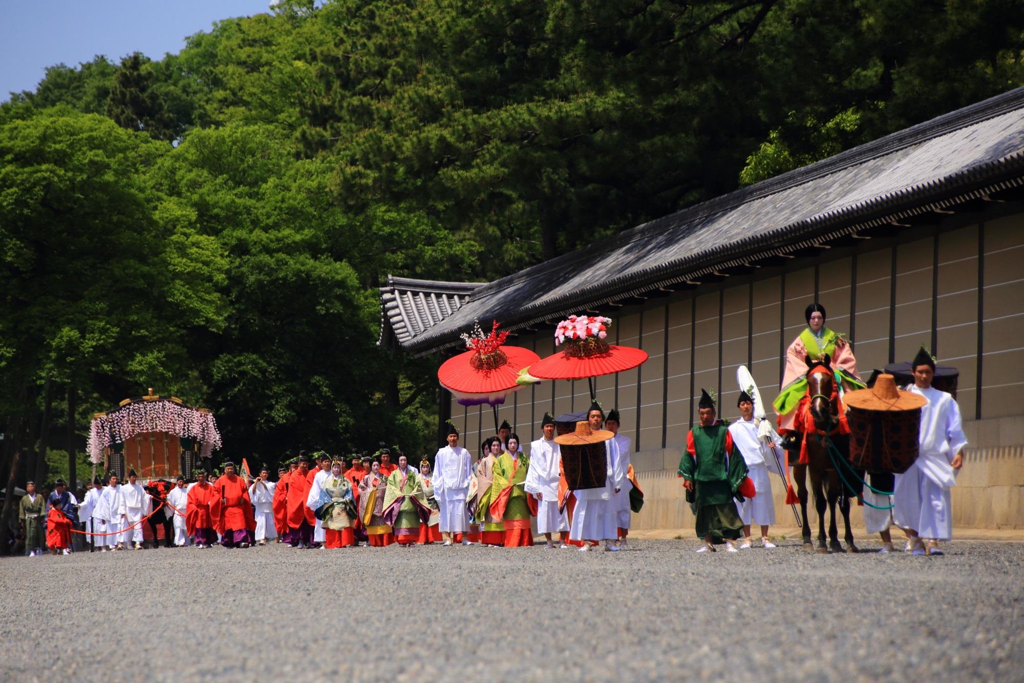 葵祭(あおいまつり)の華やかな行列と牛車