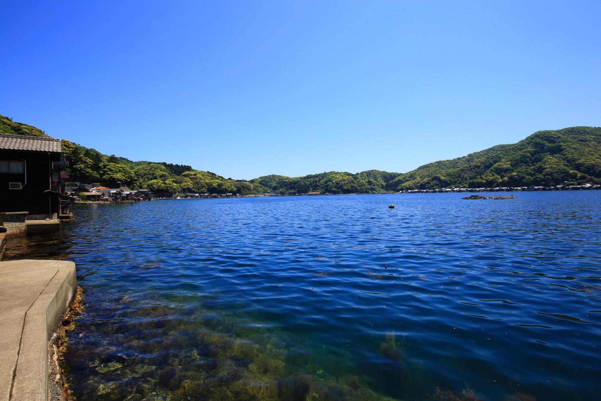 現実を忘れるような穏やかな時間が流れる伊根湾