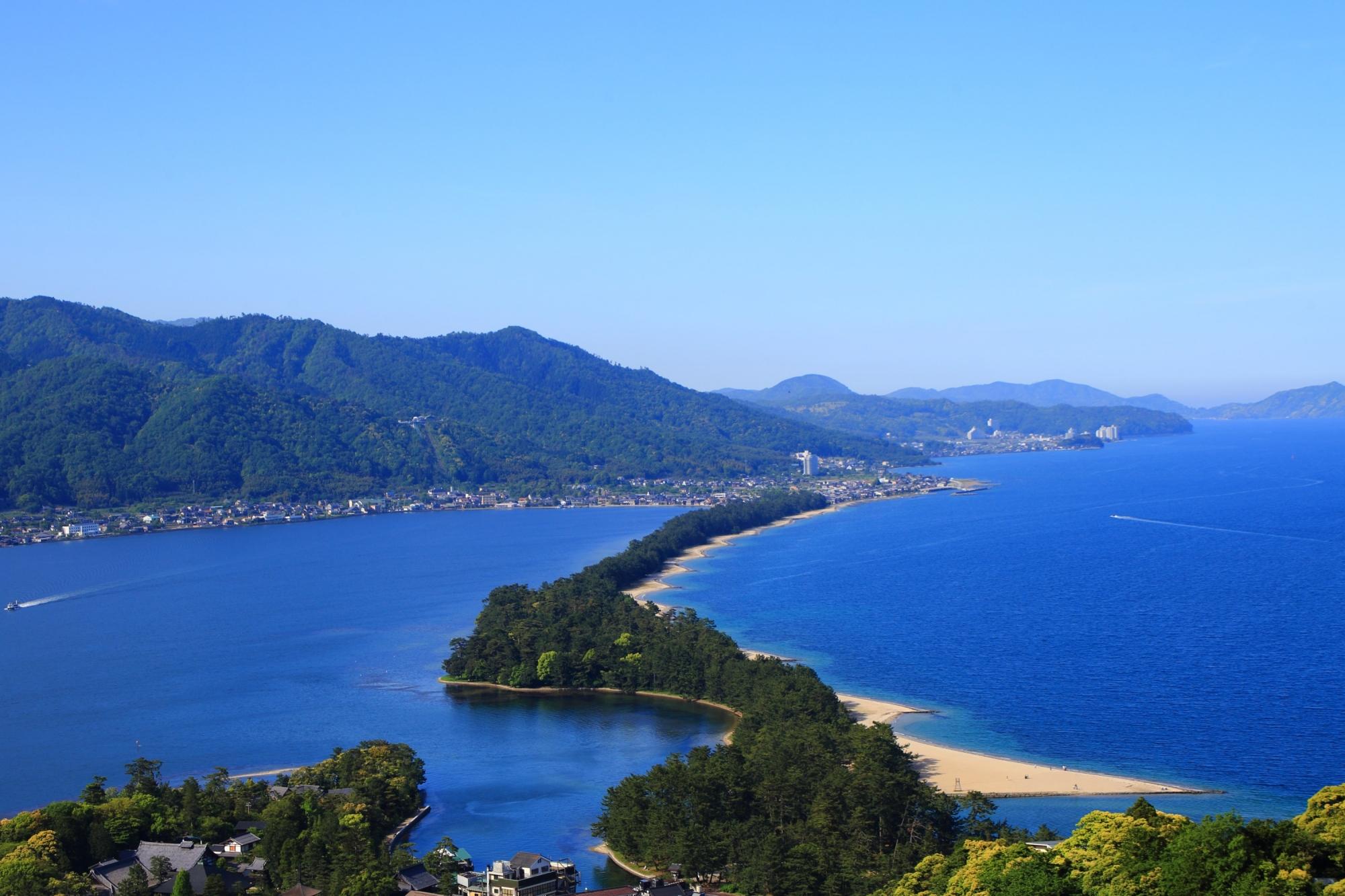 見事な自然の造形物である日本三景の一つの天橋立