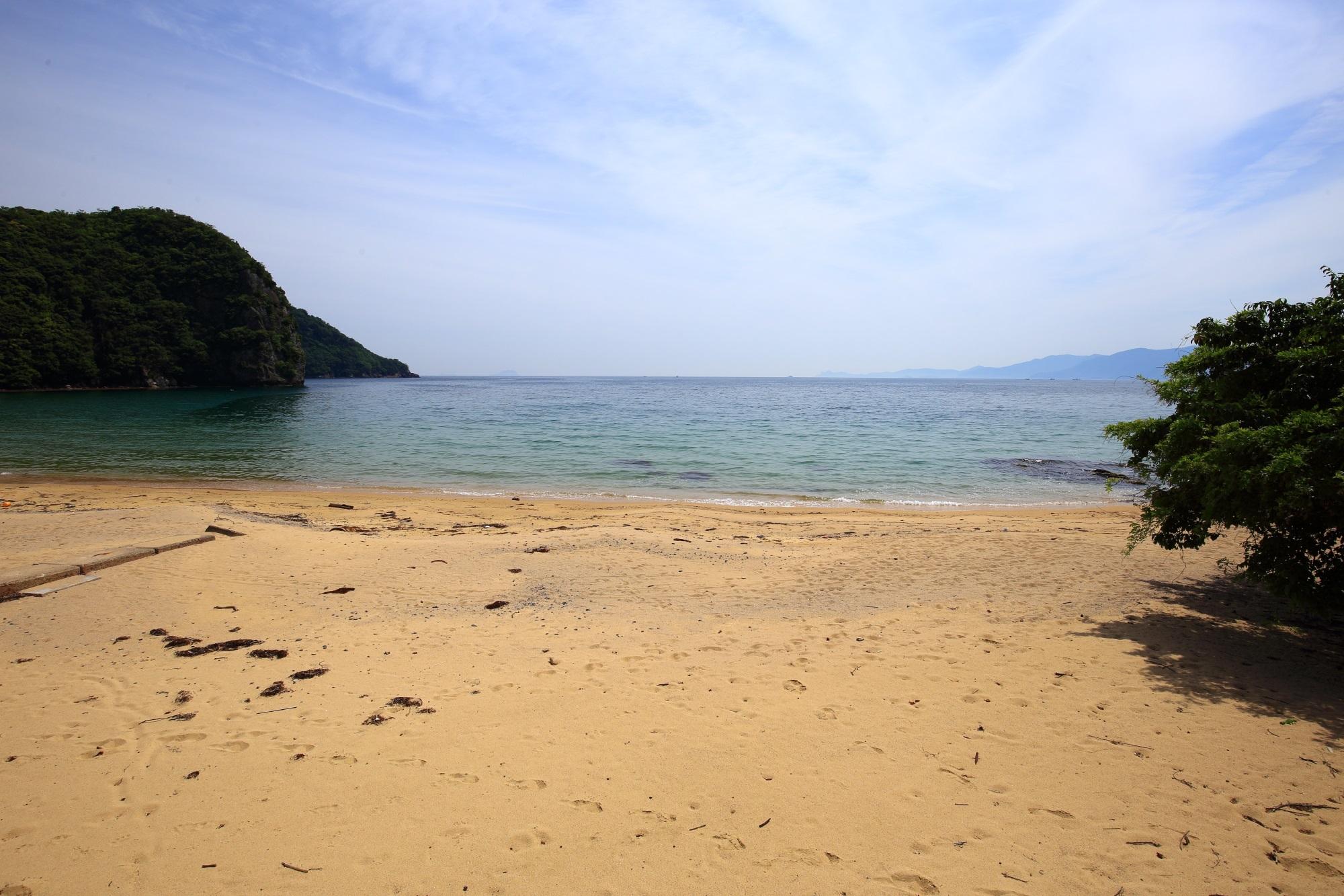 秘境の海岸の越浜(おっぱま)海岸