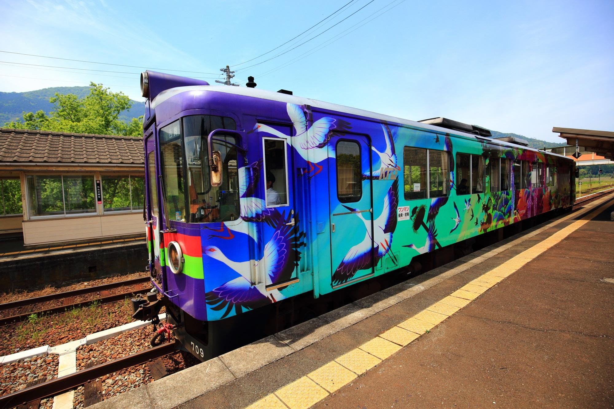 丹後由良駅での舞鶴モチーフの丹後鉄道
