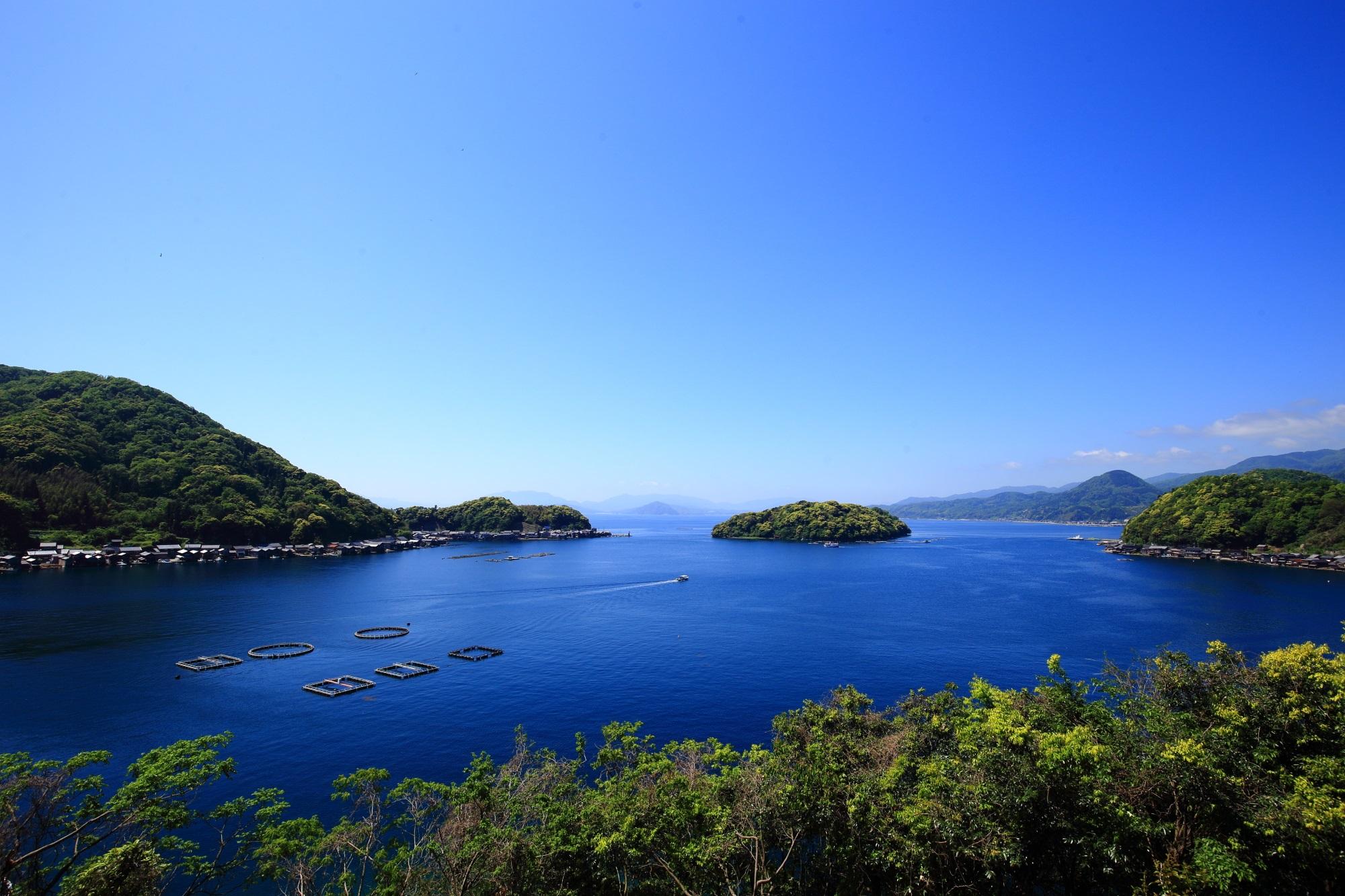 舟屋の里公園から眺める伊根の舟屋と伊根湾の絶景