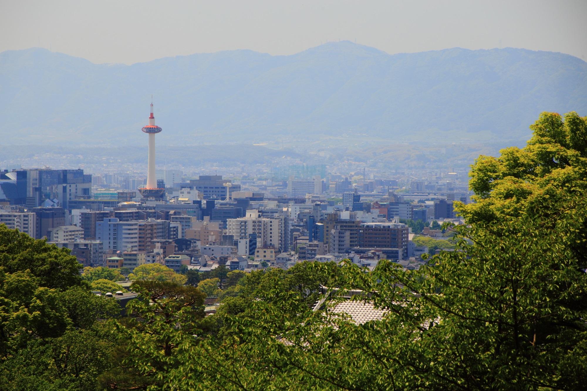 清水寺から眺める京都タワー