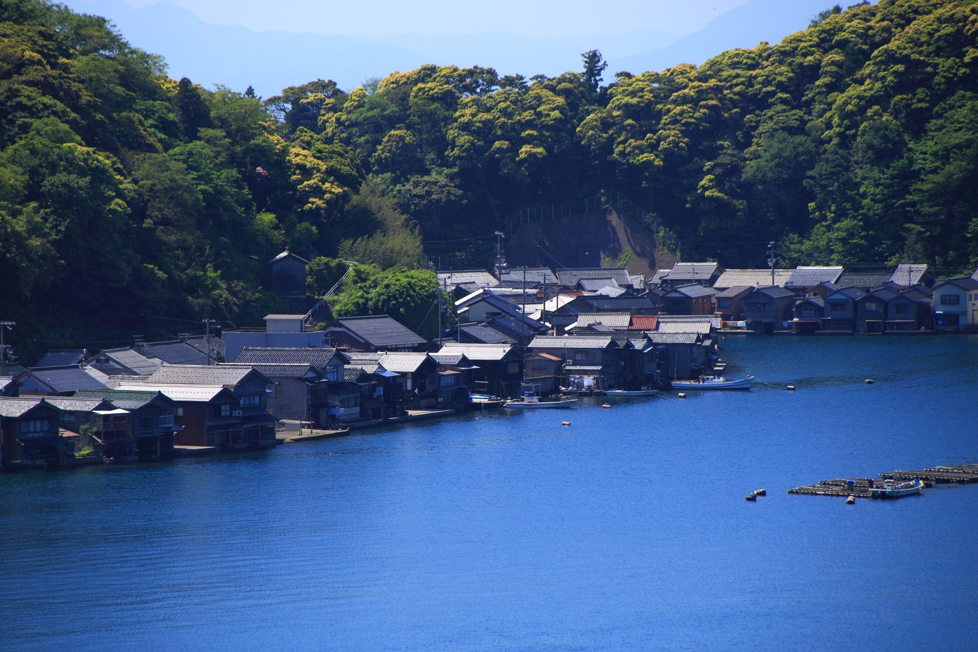 結構新しい家も多い伊根の舟屋