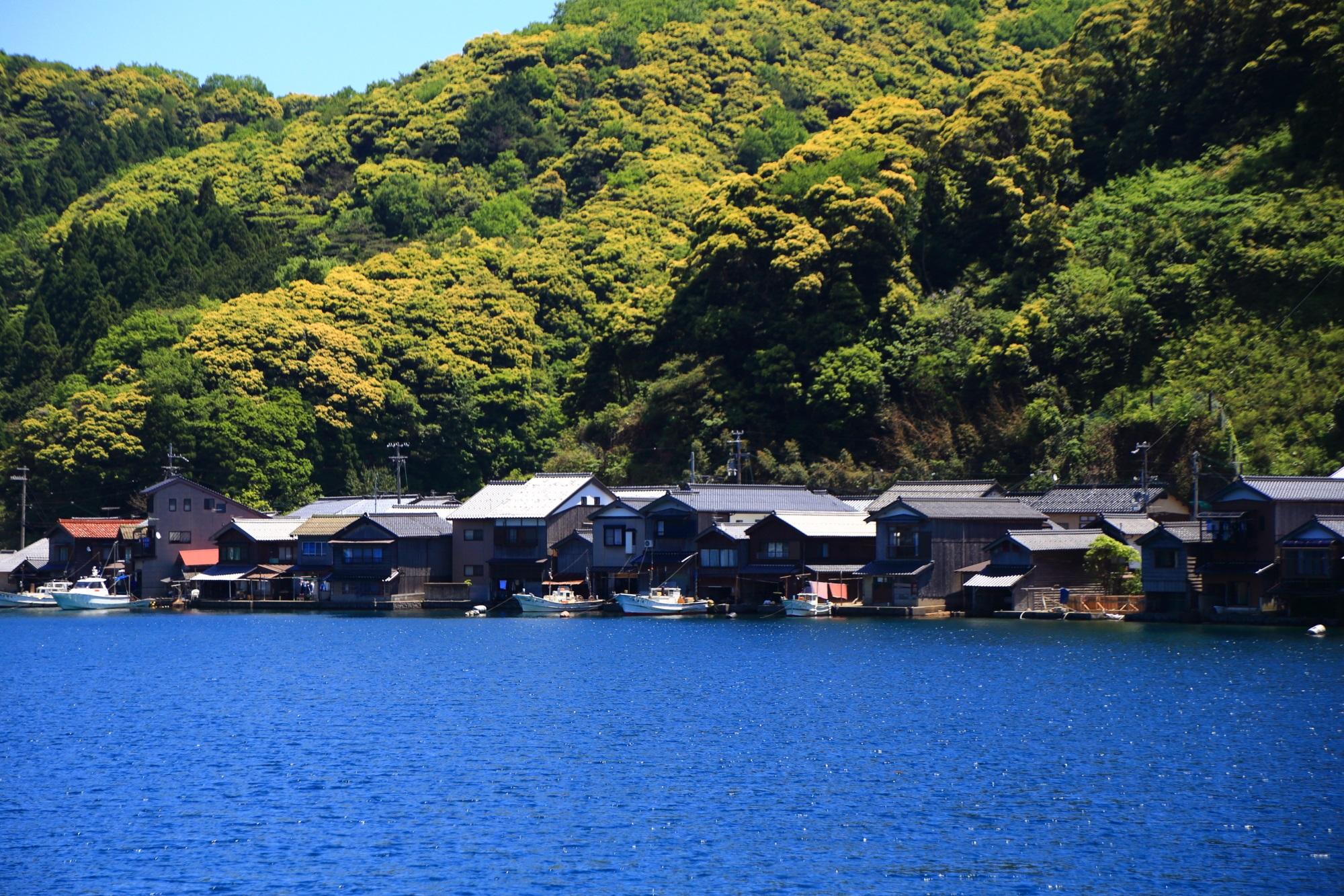 自然と人間とが見事に融合した海の街の伊根町