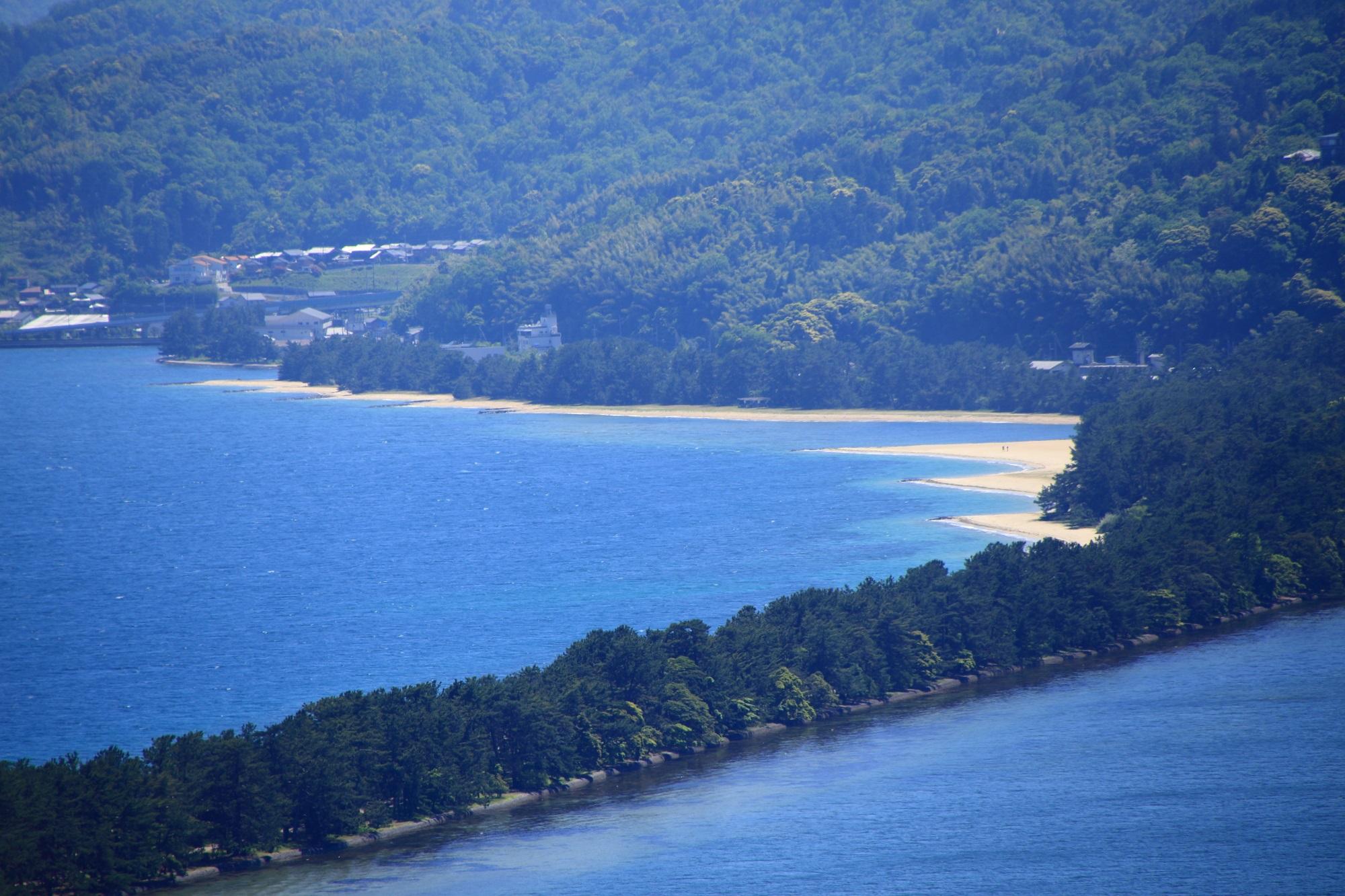 松の木などが生い茂る美しい砂州である天橋立