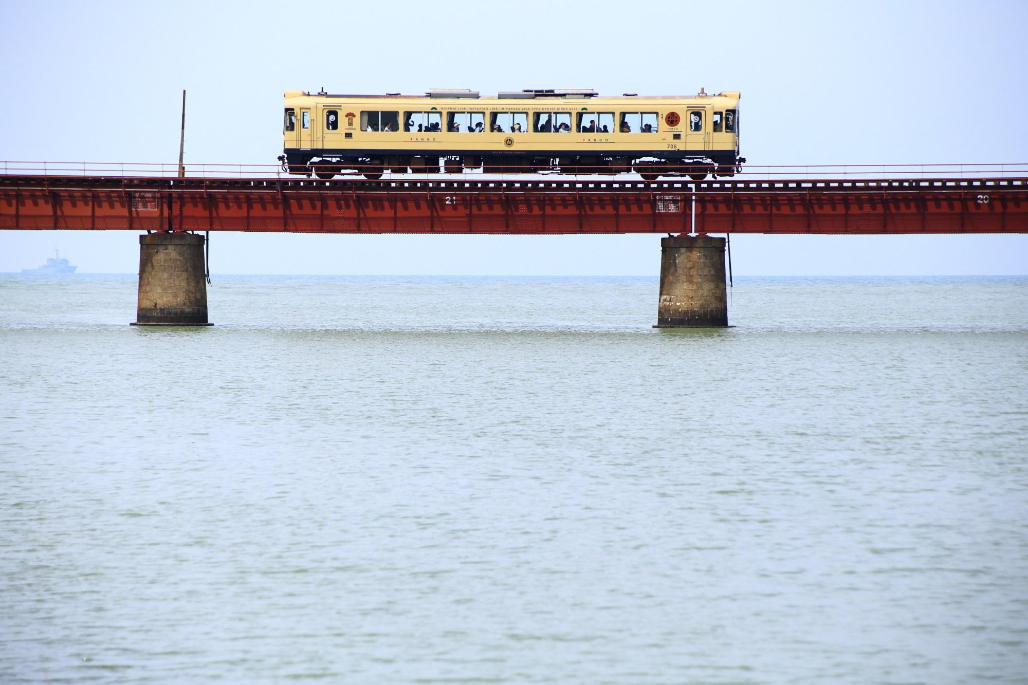 海を走る列車