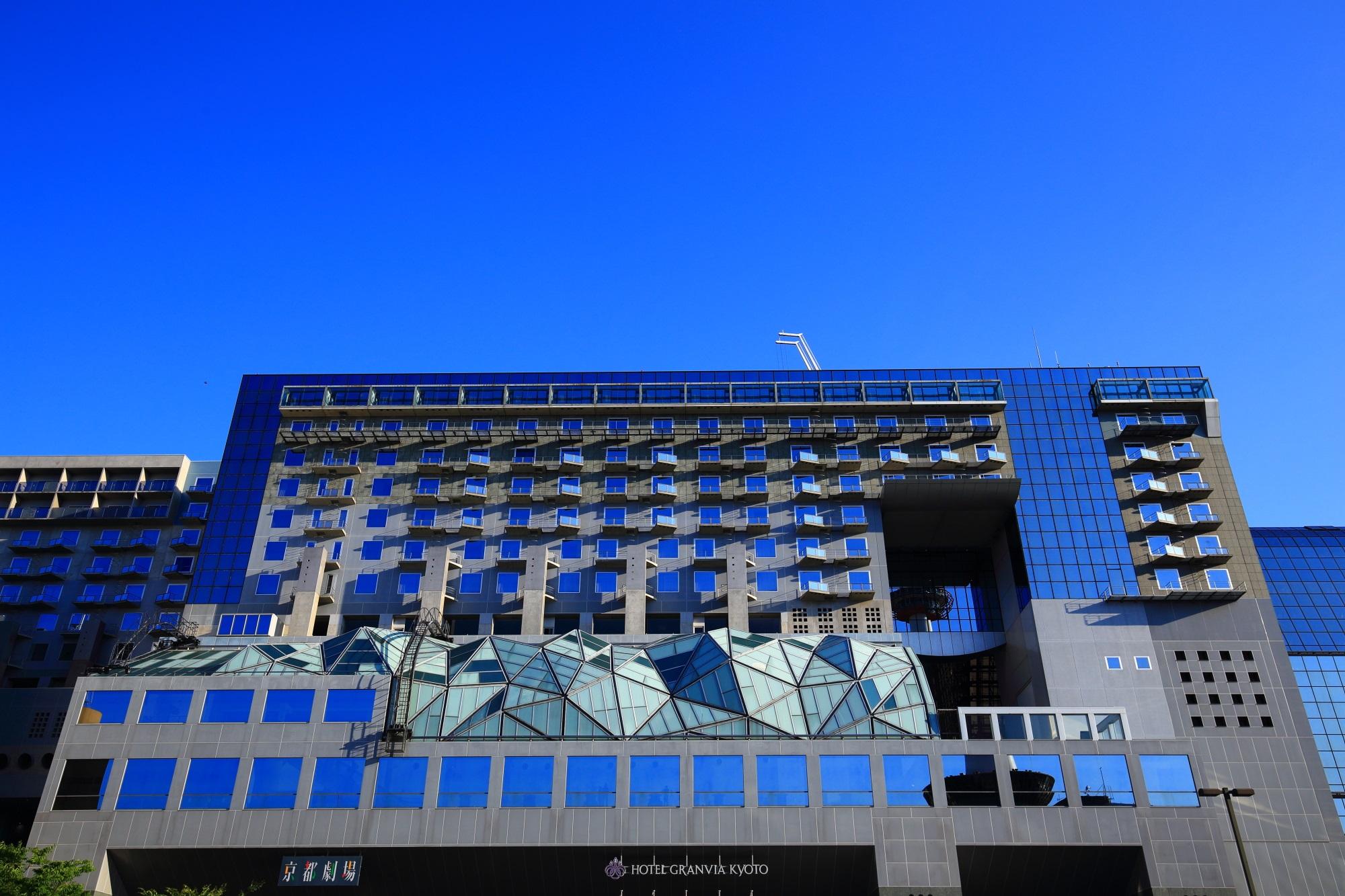 ホテルグランヴィア京都 青空 美しい ガラス