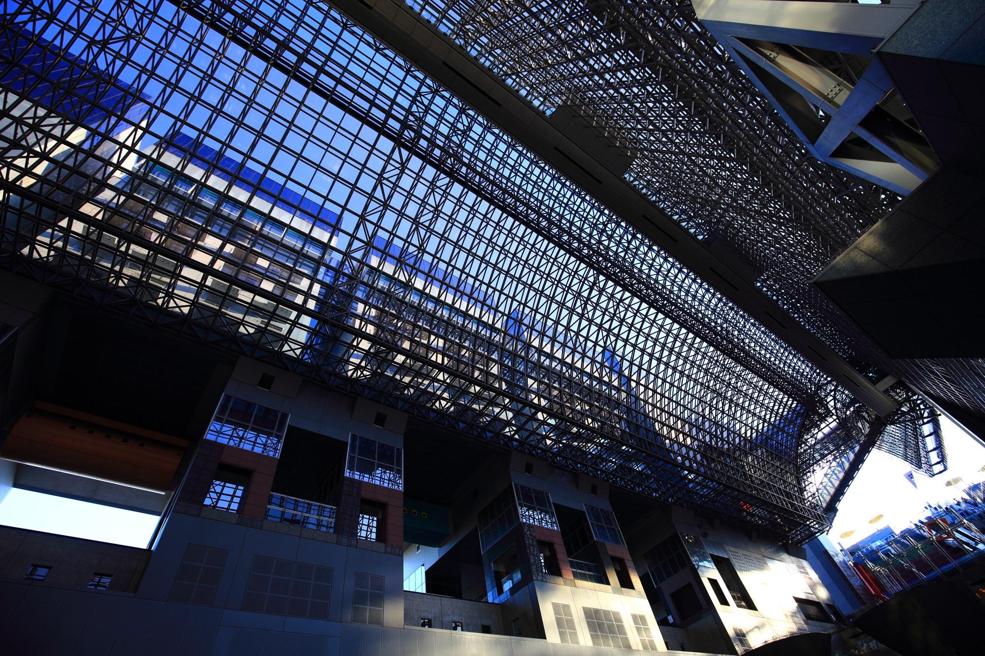 高画質 駅ビル ガラス張り 写真 見事