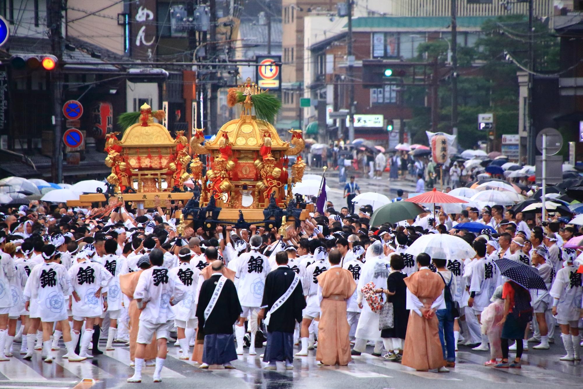 祇園祭の神幸祭の神輿の差し回し