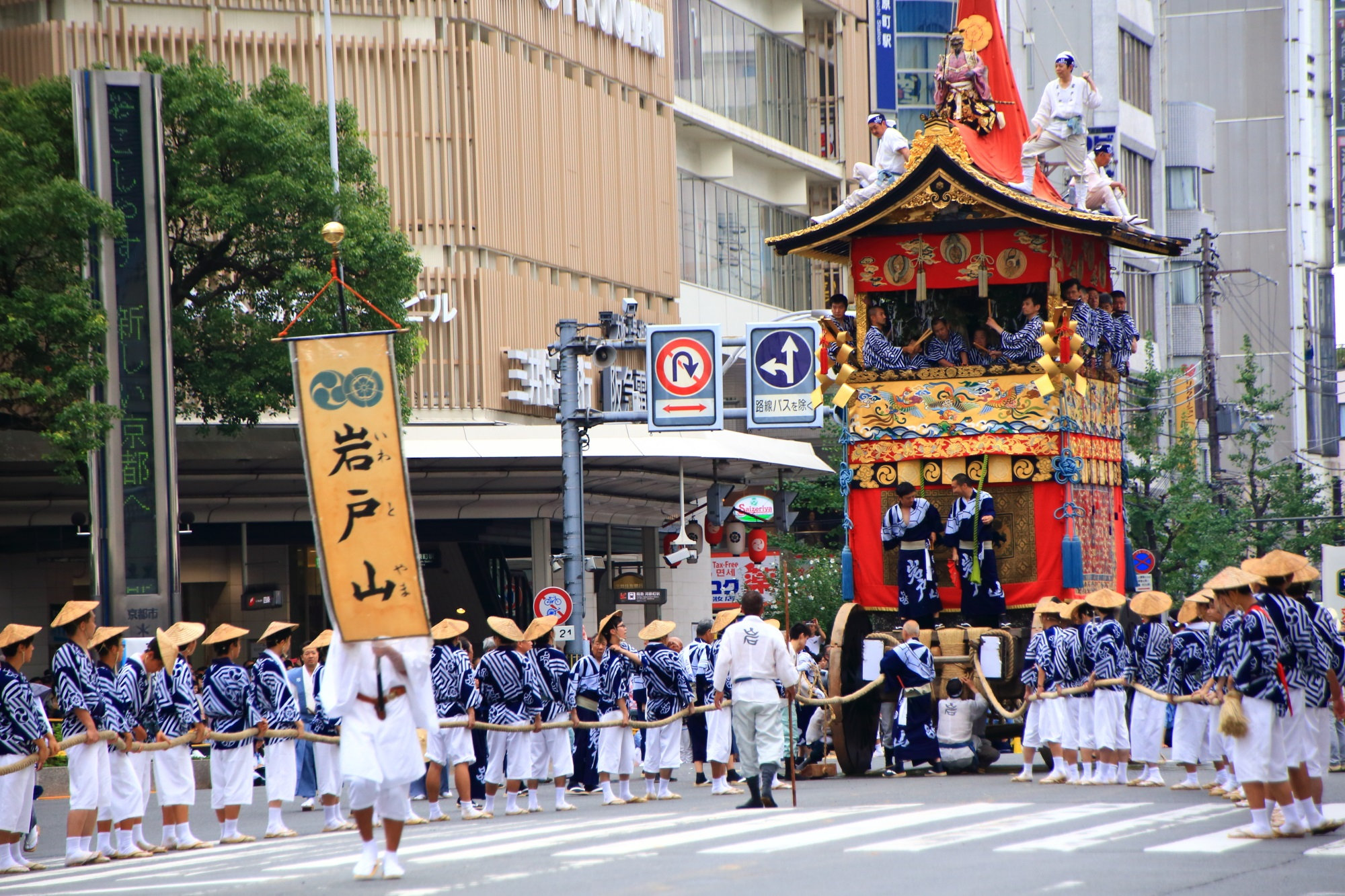 高画質 祇園祭 山鉾巡行 写真 岩戸山