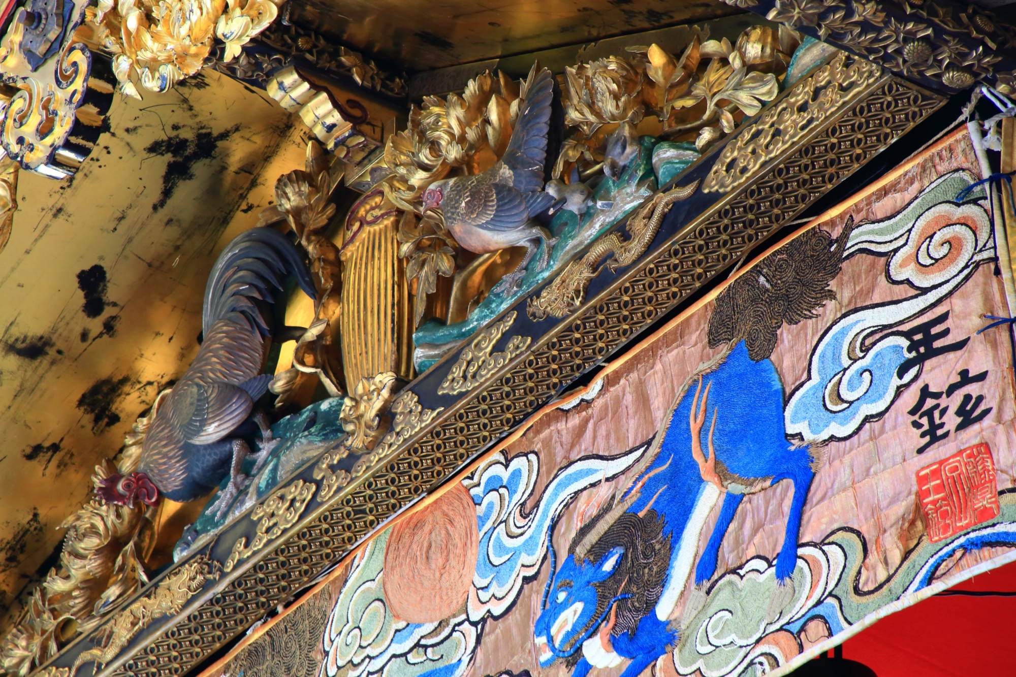 祇園祭の鶏鉾の綺麗な彫刻