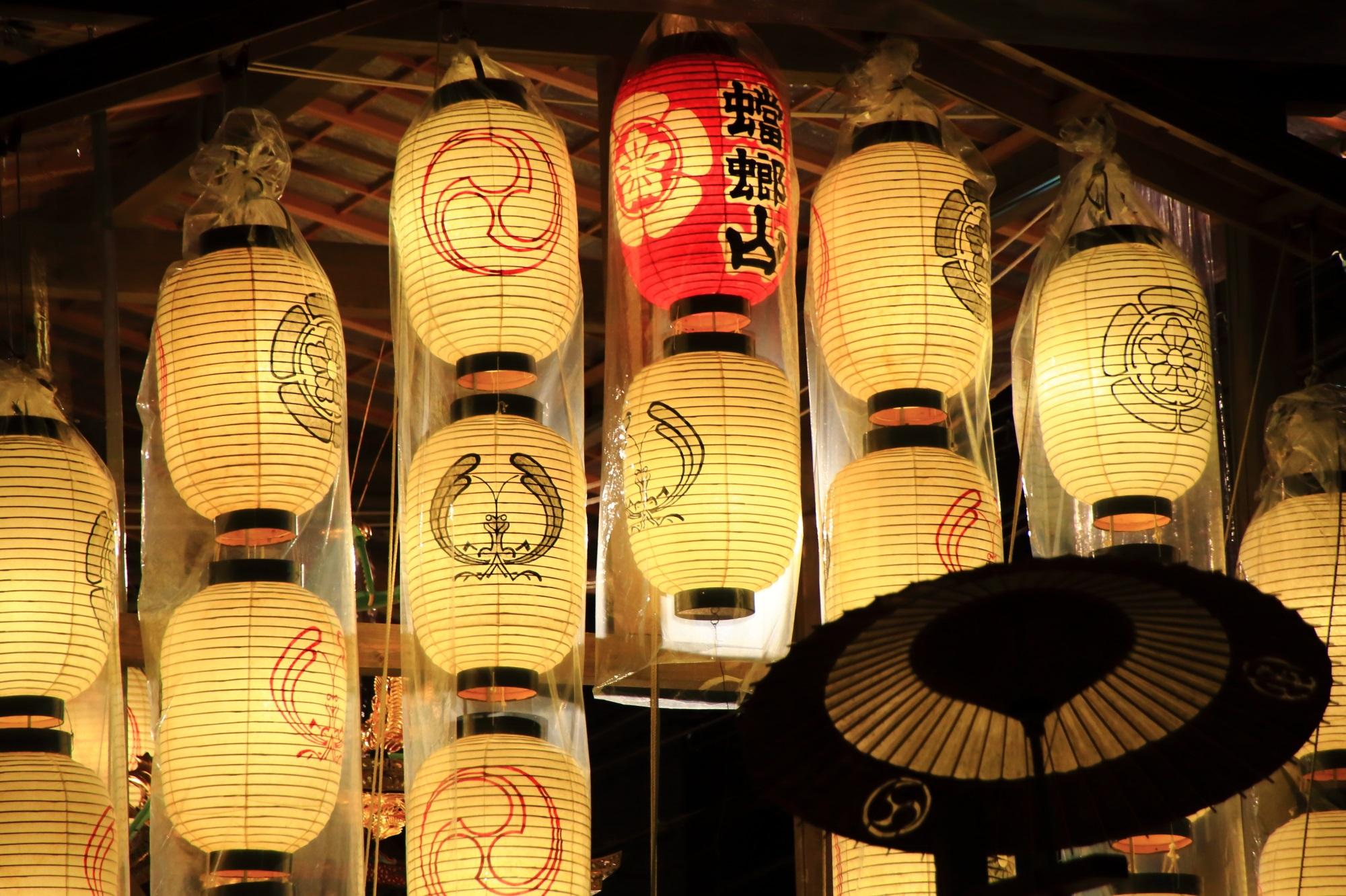 祇園祭の宵山の人気の蟷螂山の駒形提灯