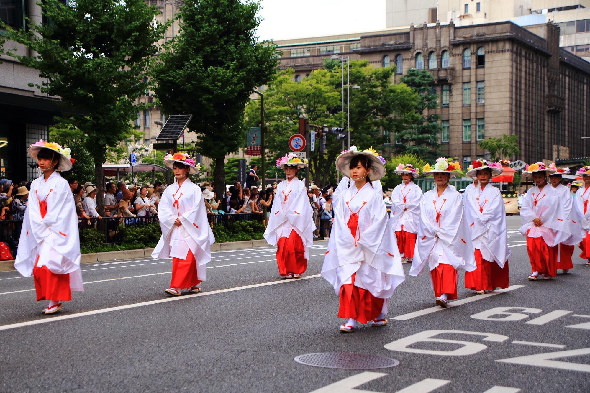 祇園祭の花傘巡行の神饌行列(しんせんぎょうれつ)