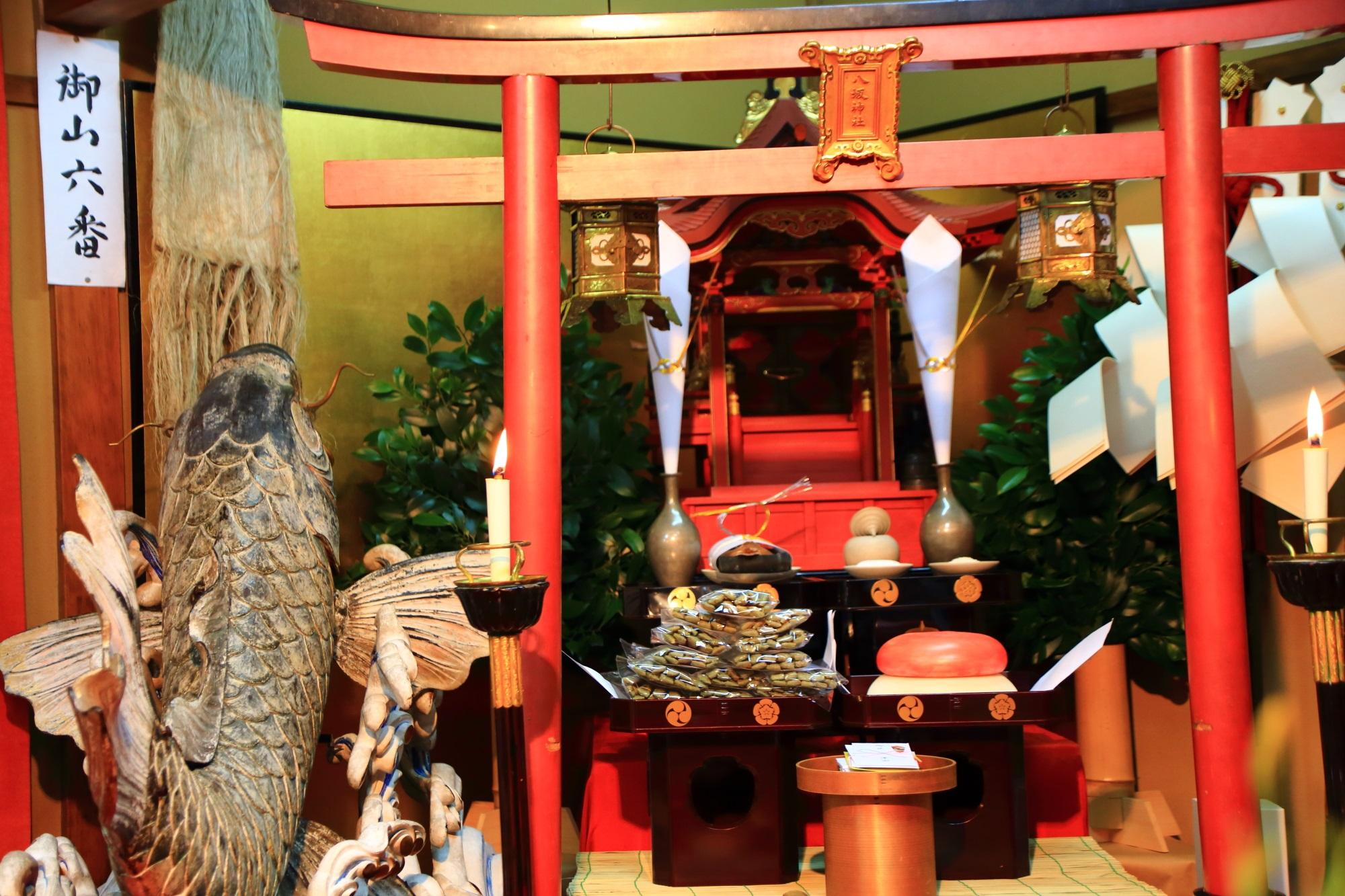 祇園祭の宵山の鯉山(こいやま)