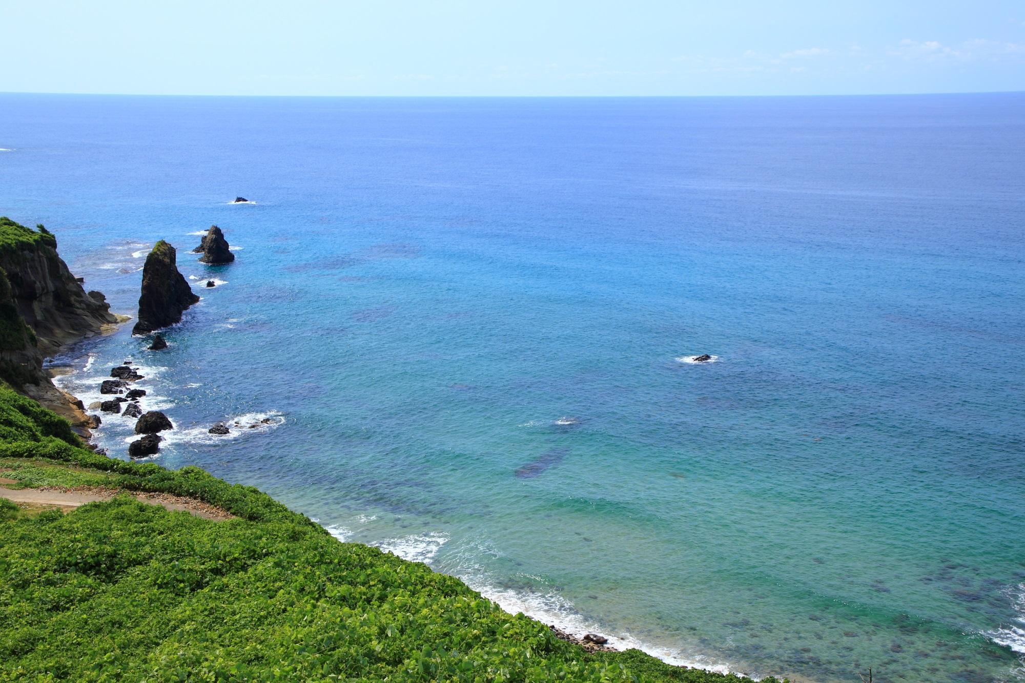 何時間でも見ていられそうな京丹後市の屏風岩と青い日本海