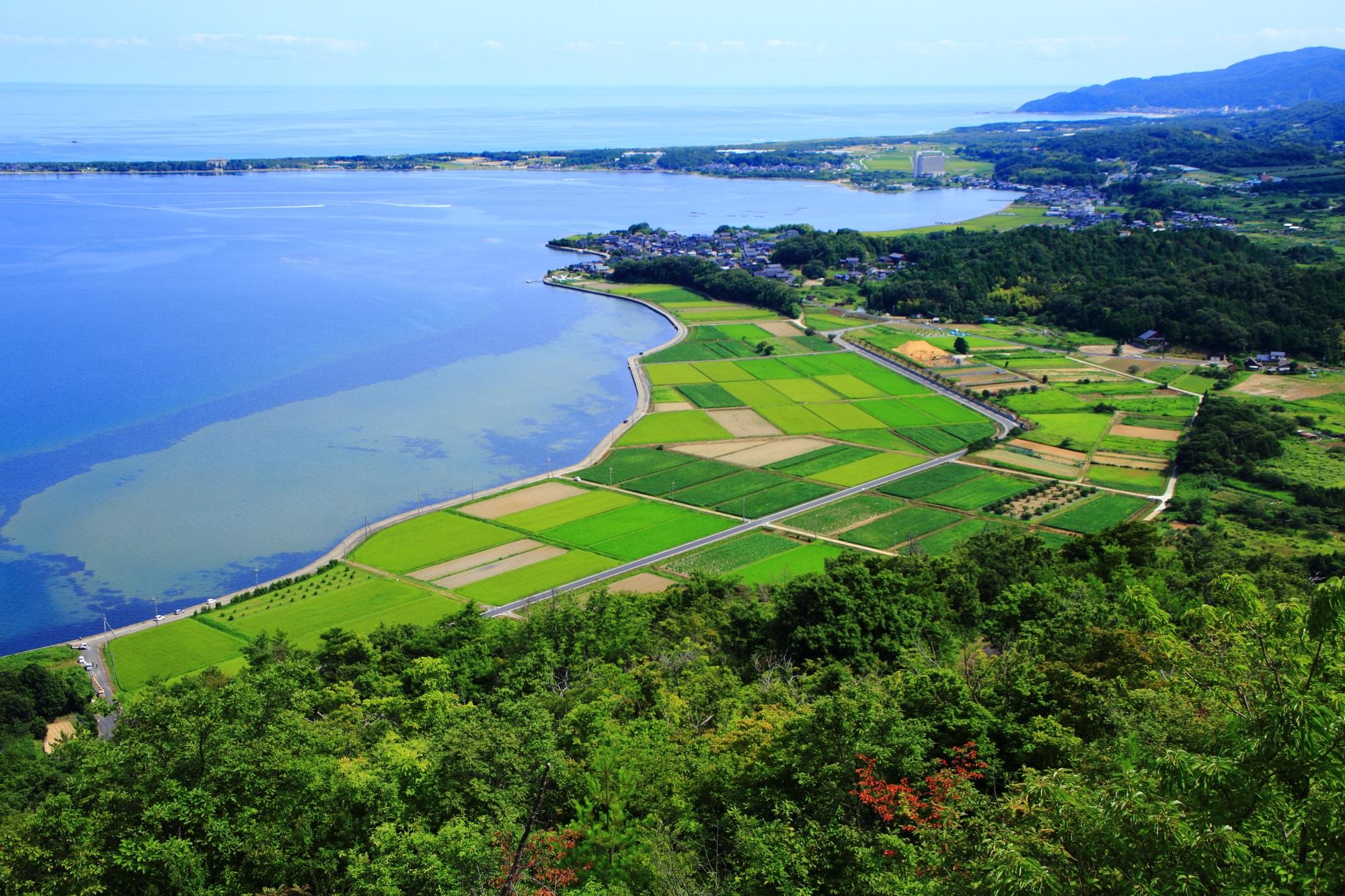 兜山から眺める久美浜湾と広がる田園風景