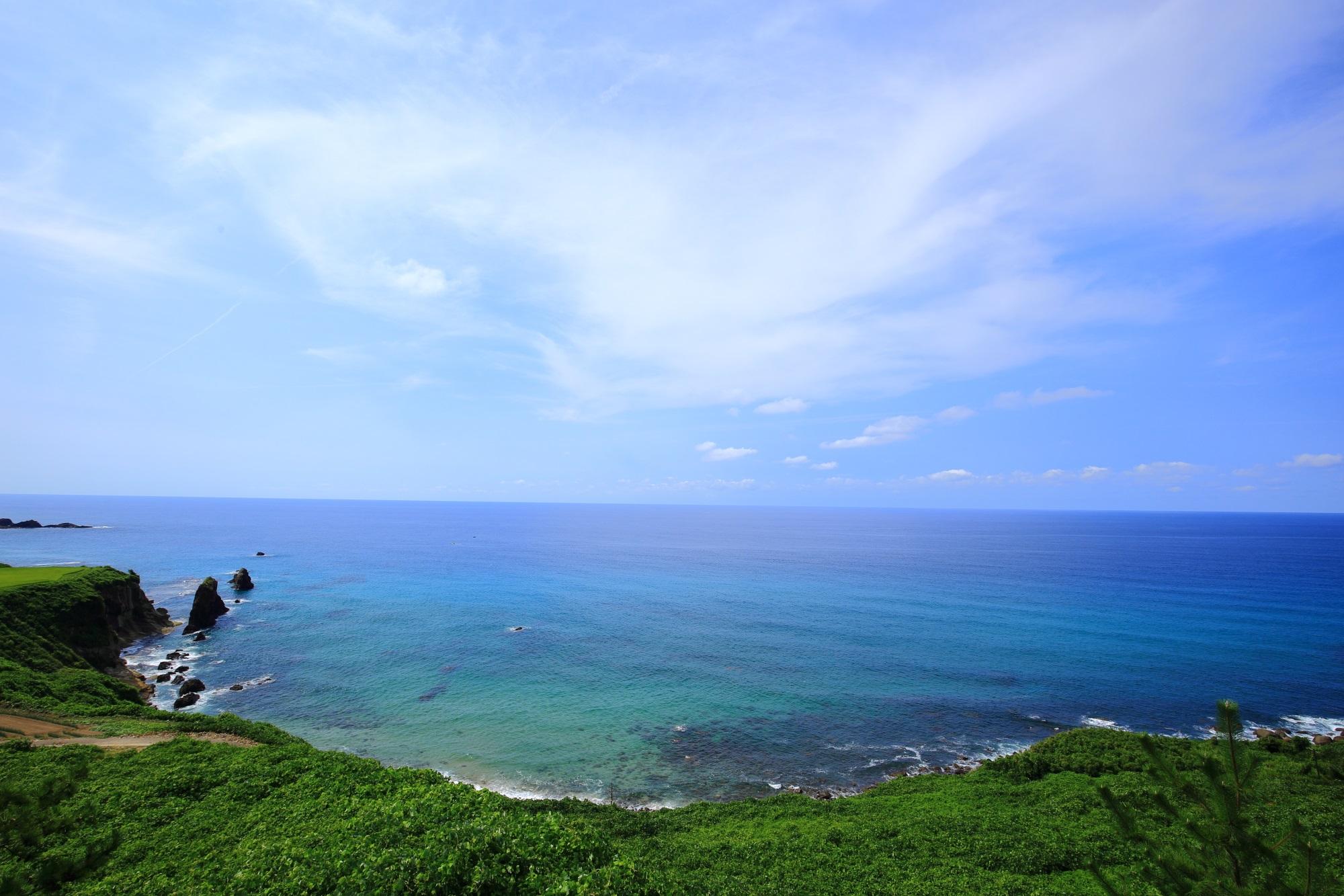 京丹後のどこまでも続いていきそうな遮るものがない海