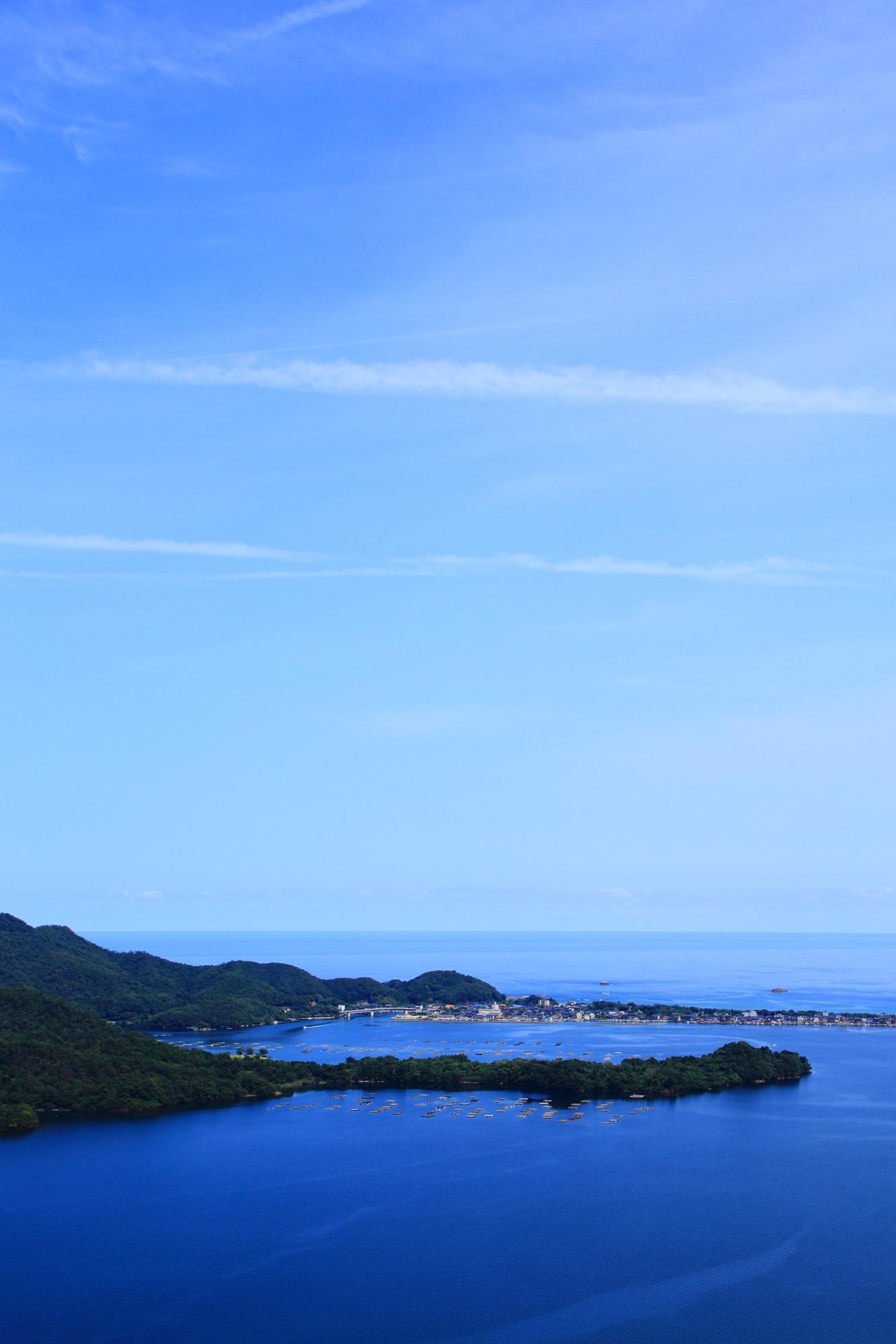 久美浜湾の穏やかで優雅な青い絶景