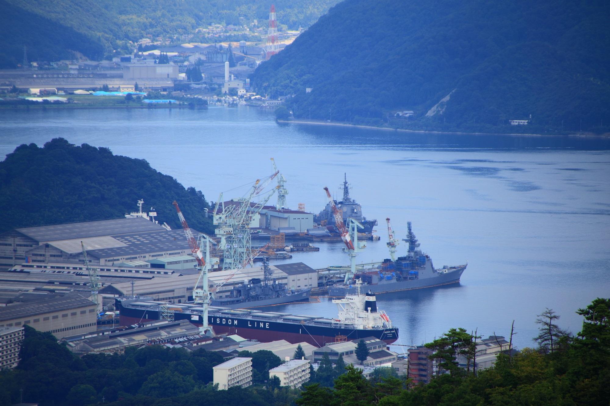舞鶴の五老岳から眺めた造船所