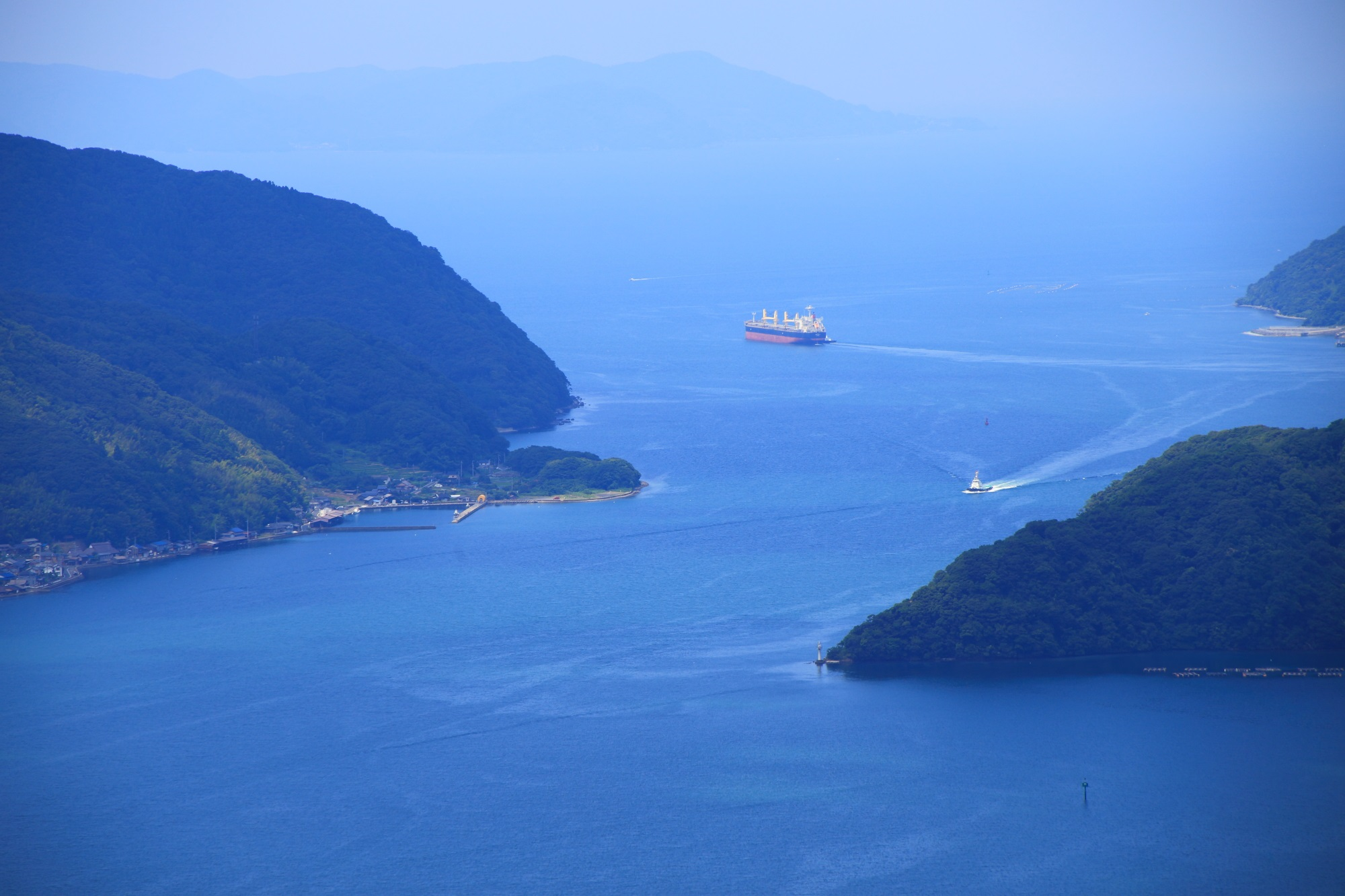 五老ヶ岳から眺めた舞鶴湾から続く若狭湾や日本海