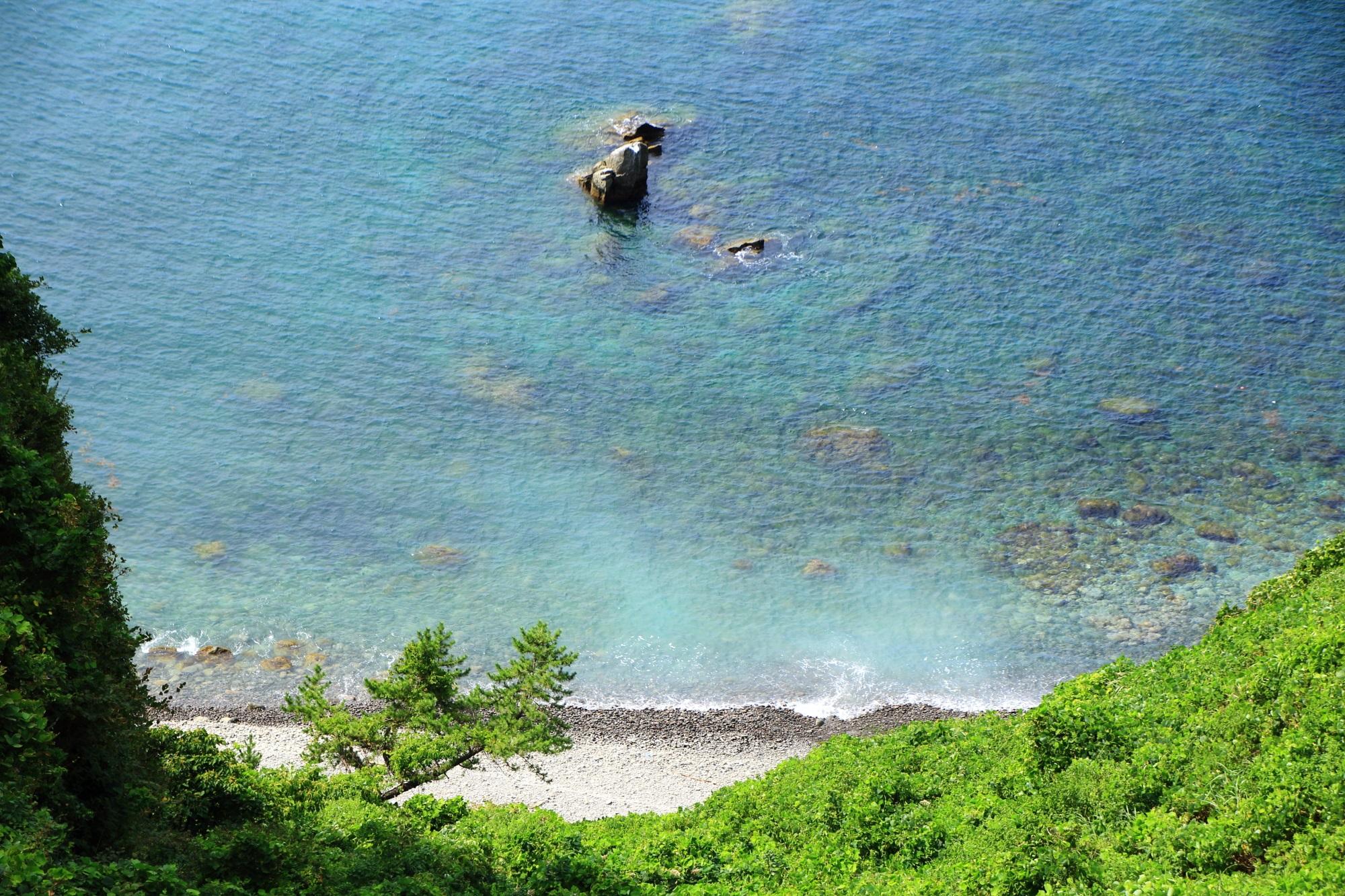 京丹後市の犬ヶ岬の小さい砂浜