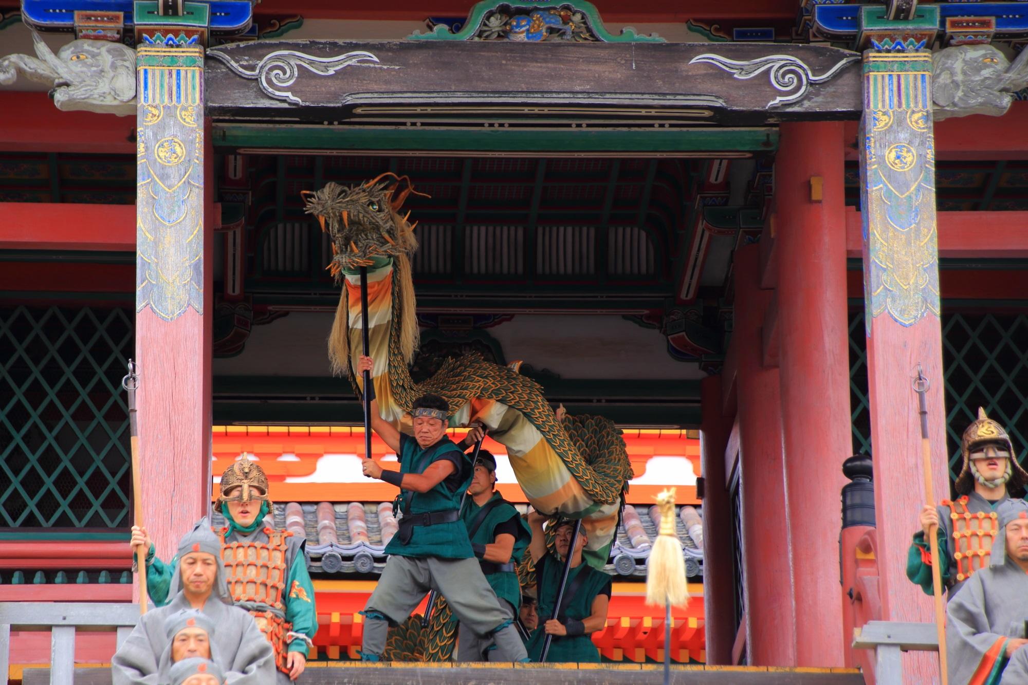 清水寺の西門の迫力ある青龍会