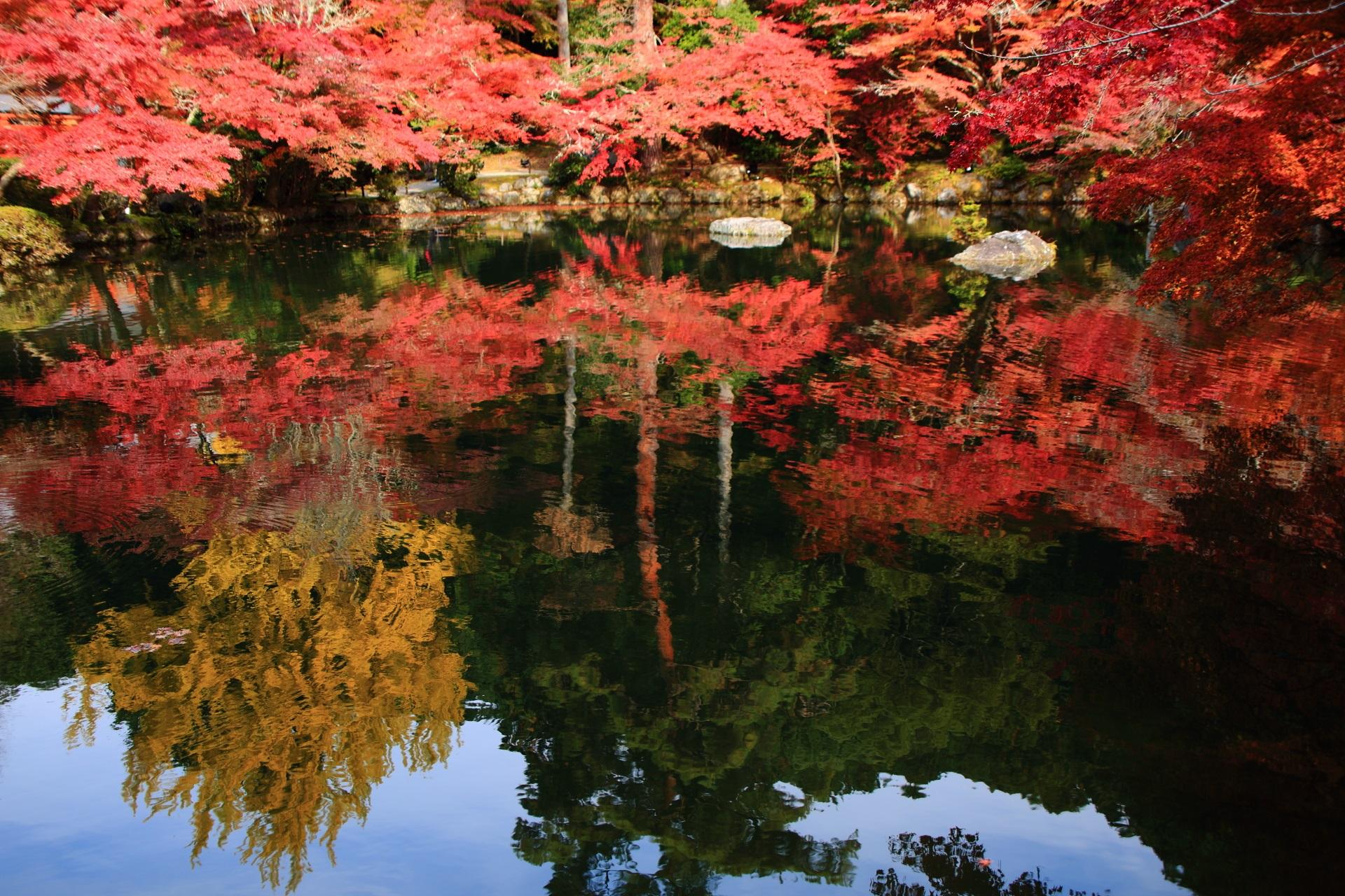 紅葉の水鏡が綺麗なことでも知られる醍醐寺