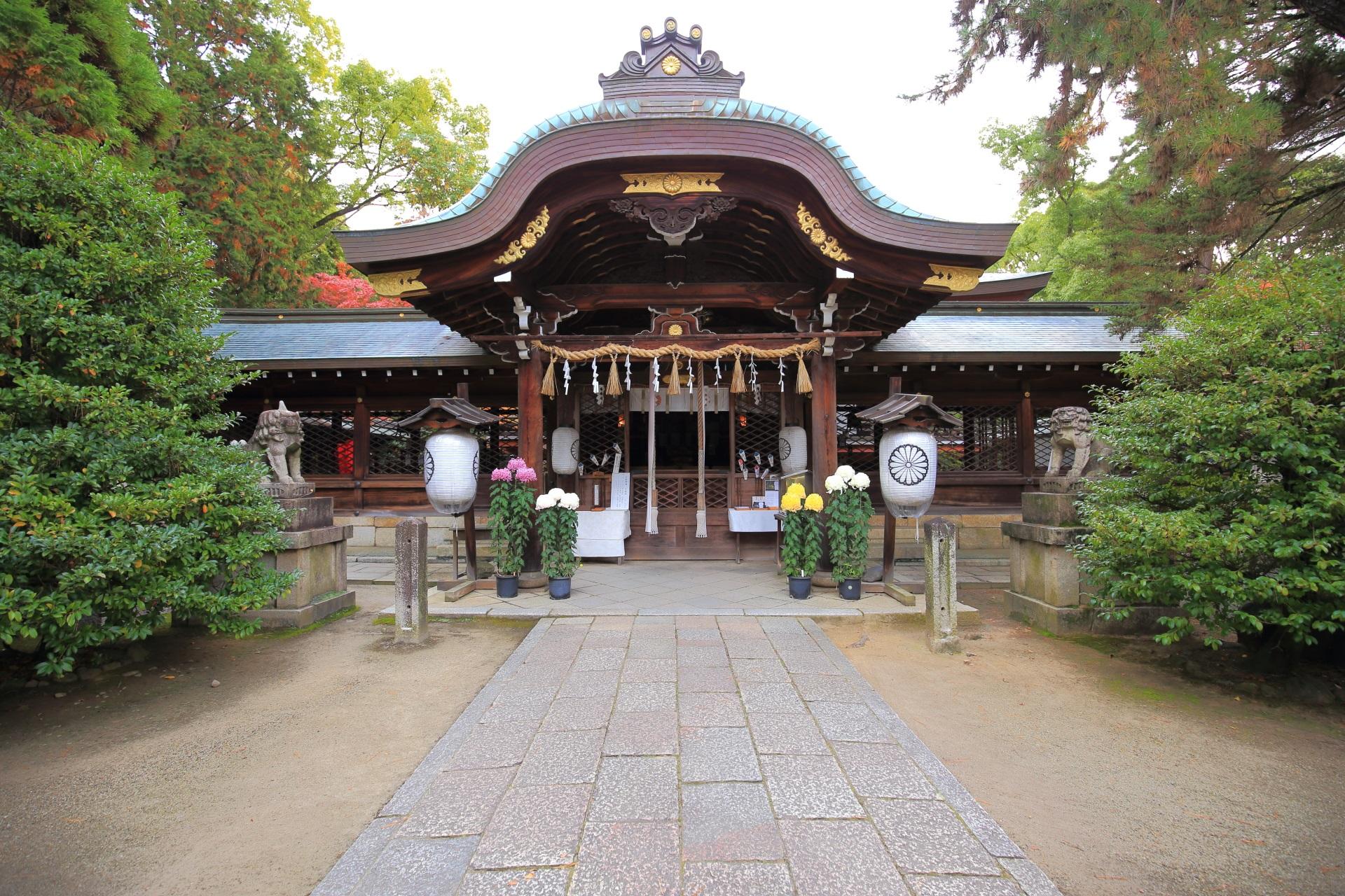 応仁の乱勃発地として知られる上御霊神社の本殿
